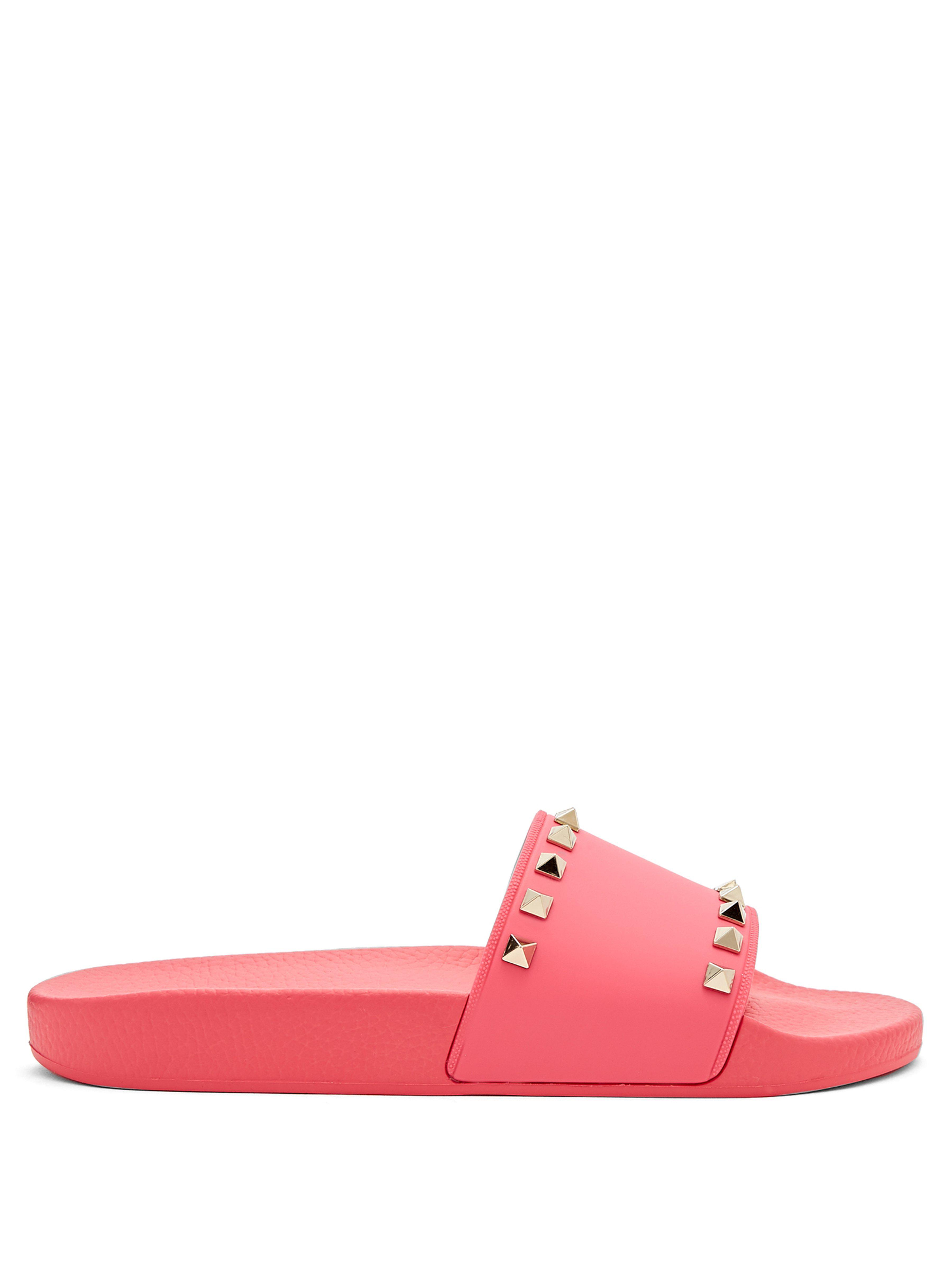 6e21134026a3 Valentino Rockstud Rubber Slides in Pink - Save 58.7360594795539% - Lyst