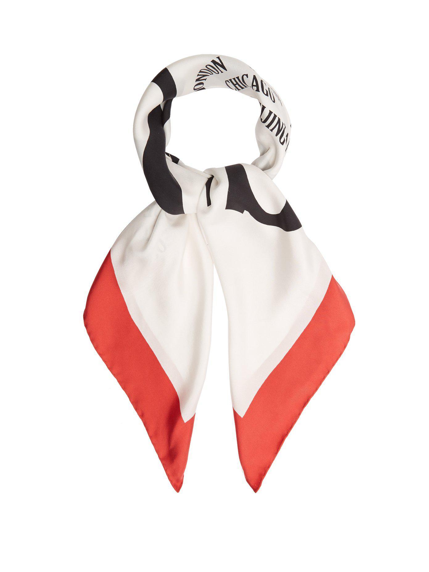 6c66ed3e985 Lyst - Foulard en sergé de soie à imprimé logo Gucci en coloris Blanc