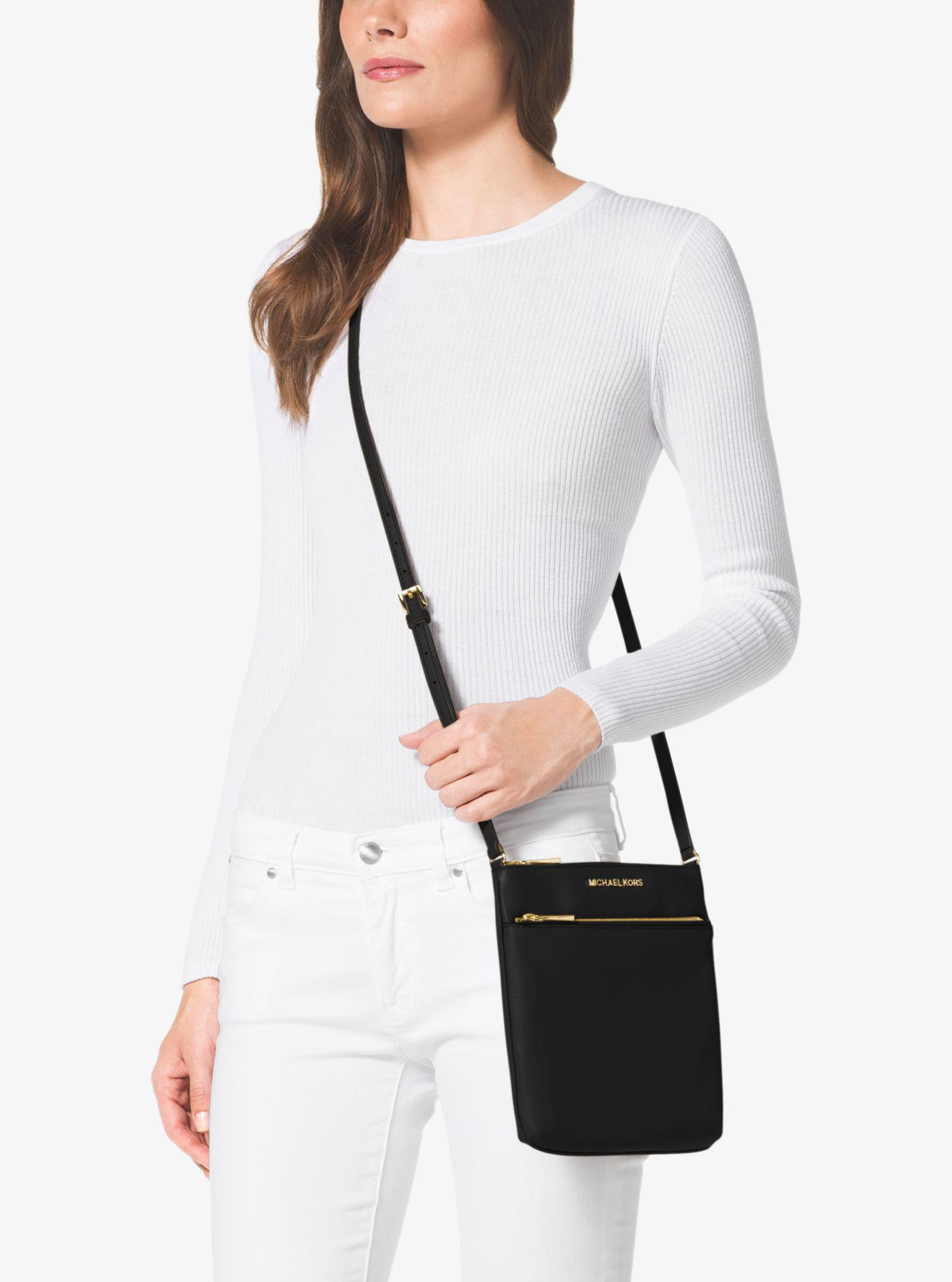 5e1182e006e7 Michael Kors Riley Small Pebbled Leather Messenger in Black - Lyst