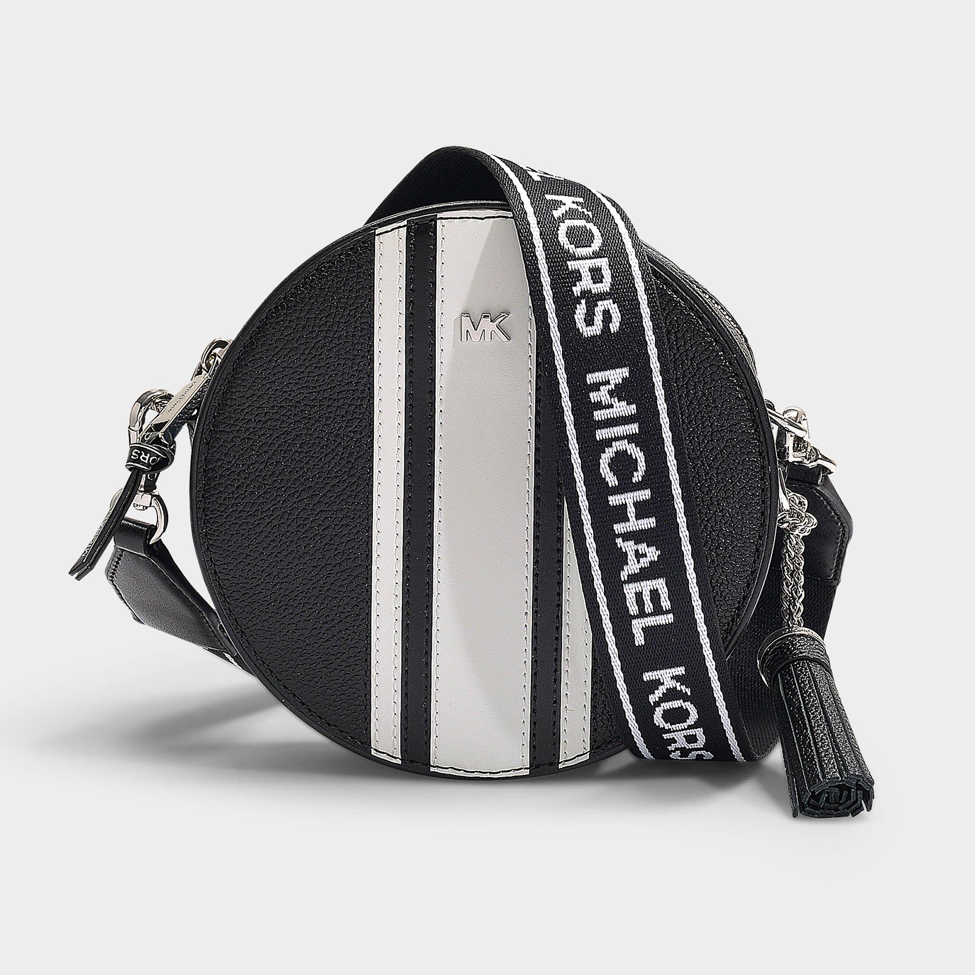 cadbb4471a5b39 MICHAEL Michael Kors - Crossbodies Medium Canteen Bag In Black And Optic  White Grained Calfskin -. View fullscreen