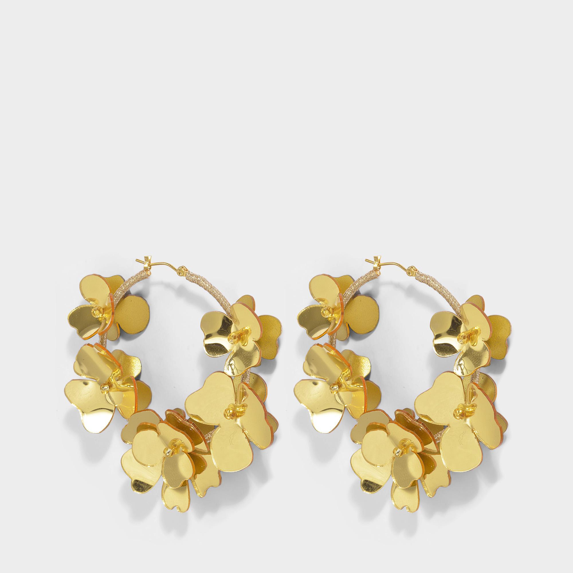 Oscar De La Renta Flower Garden Hoop Earrings in Gold Synthetic 6kwOnX