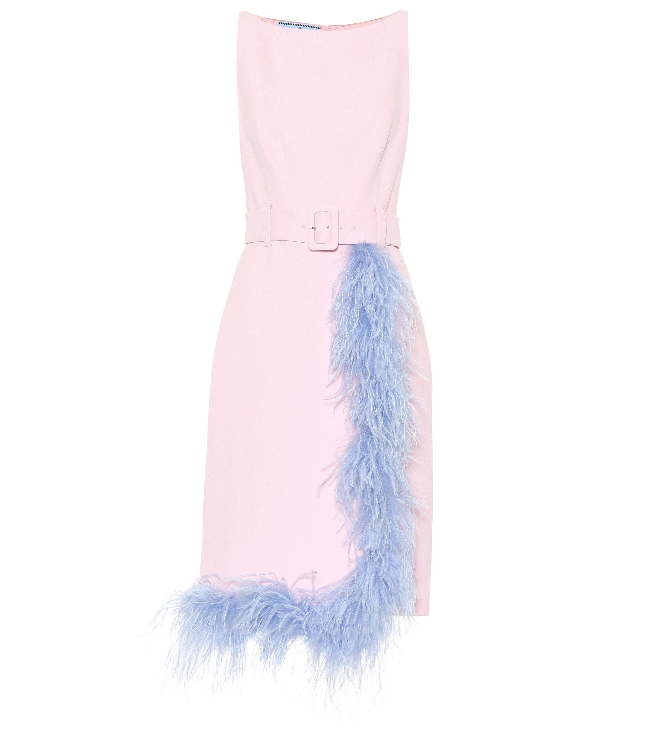 5ee3807519a38 Prada Kleid aus Crêpe mit Federn in Pink - Lyst