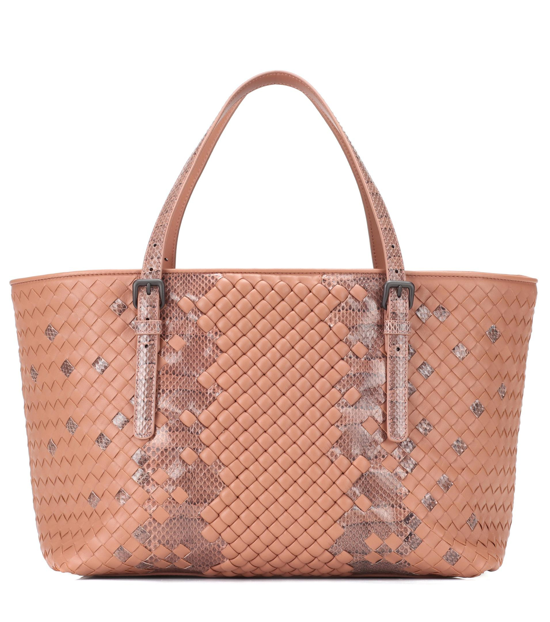 a85f51418d Bottega Veneta Medium Intrecciato Leather Tote in Natural - Lyst