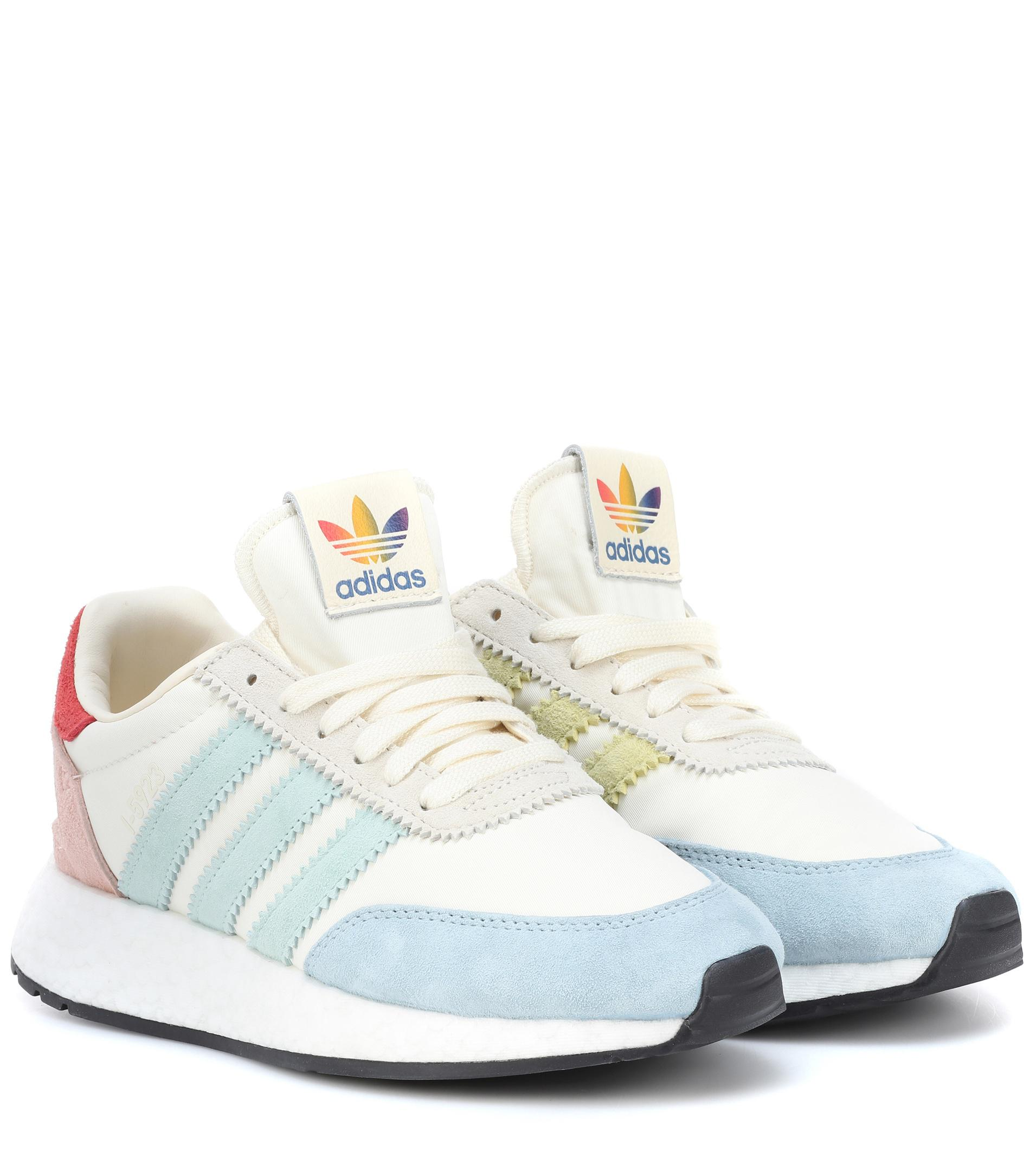 Lyst adidas originali - 5923 runner orgoglio scarpe bianche