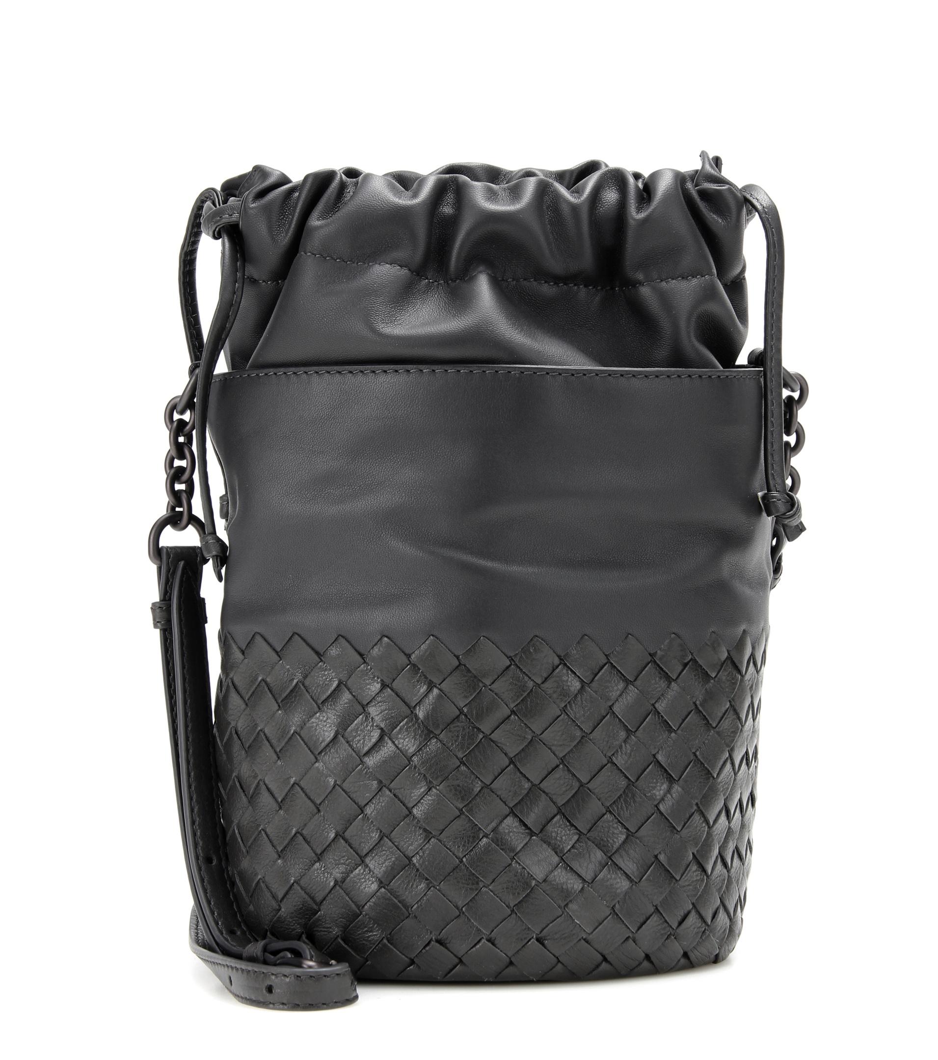 Borse Estate Bottega Veneta : Bottega veneta small bucket leather shoulder bag in black