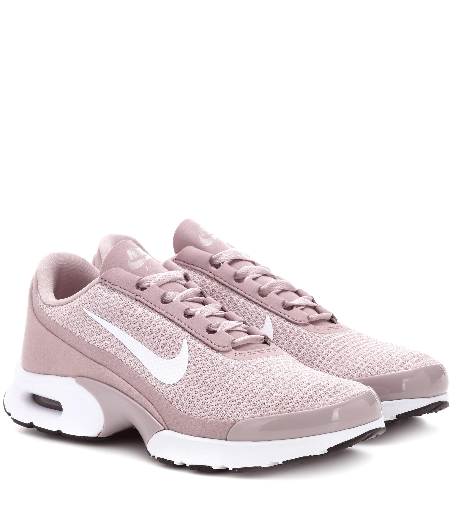 low priced 5242b 6cf79 Lyst - Nike Air Max Jewell Sneakers in Pink