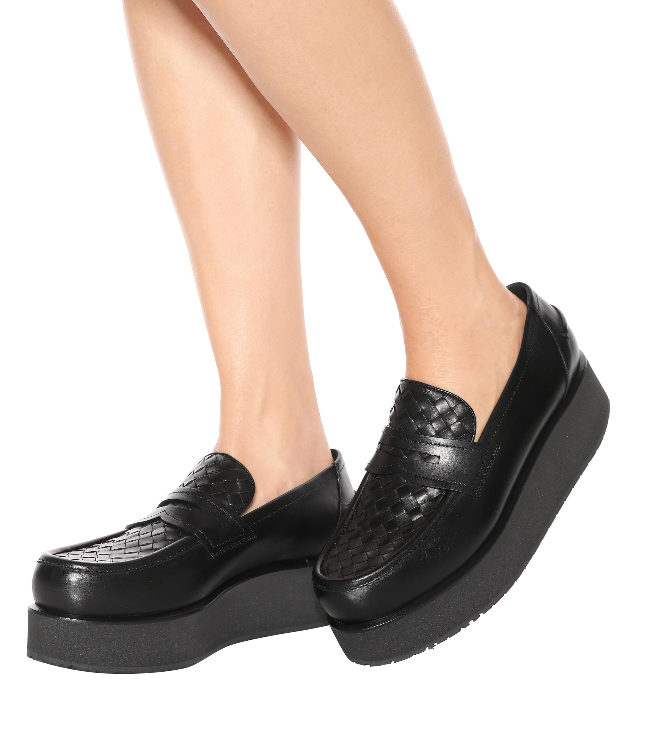 de6be353a86 Lyst - Bottega Veneta Plateau Leather Loafers in Black