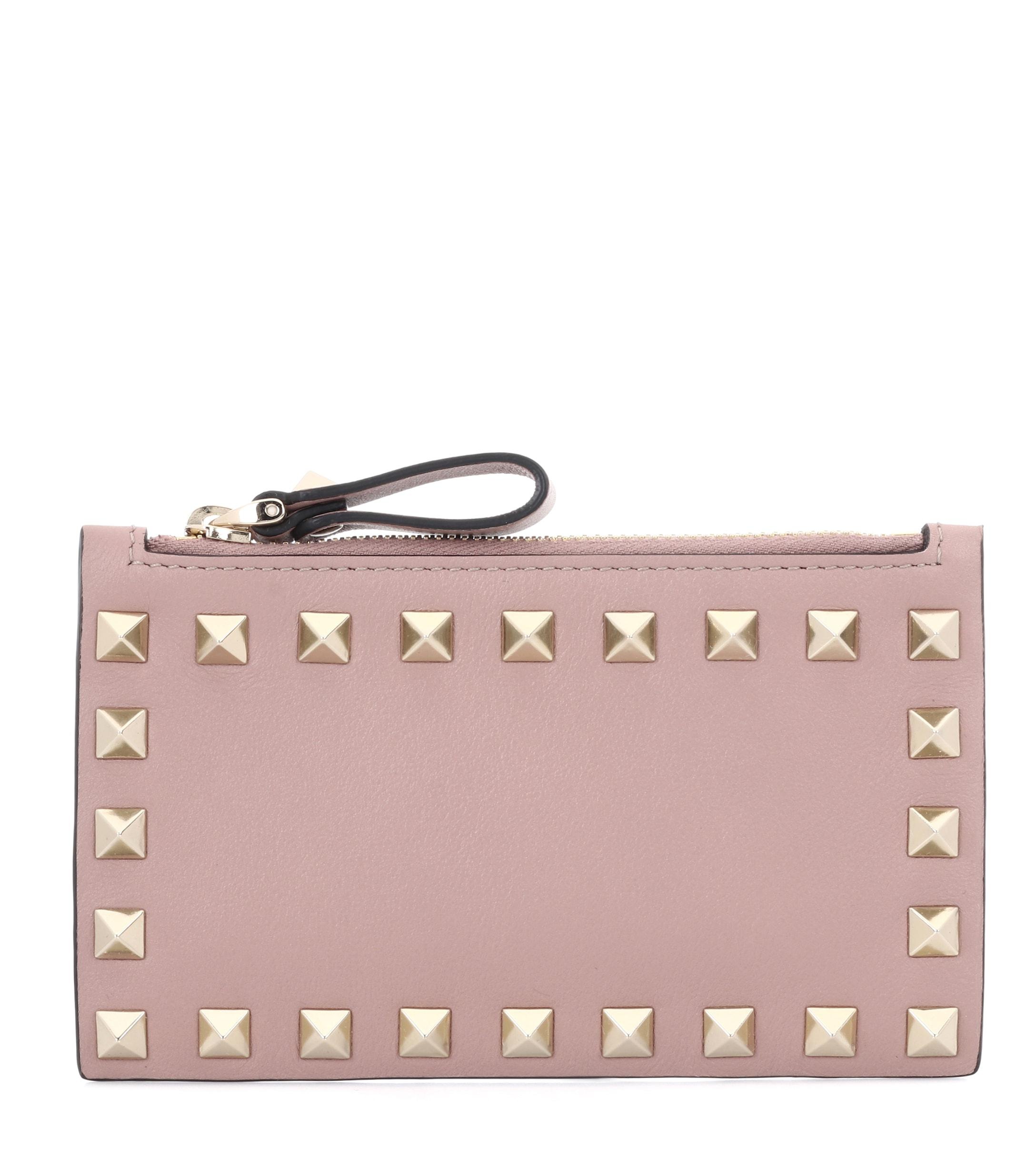a2242ec80a5f9 Valentino Rockstud Leather Card Holder in Pink - Lyst