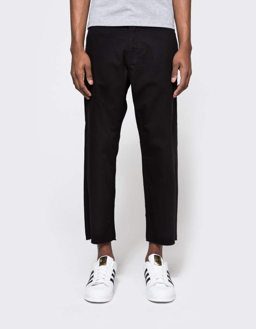 Trousers are an essential component for your outfit, so our expert buyers and designers have sourced a varied range of cuts and fabrics to bring you the most options. From cropped trousers, work trousers to skate pants, our line-up includes trousers from Farah, Shore Leave by Urban Outfitters.