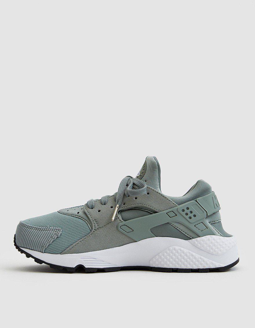 dca7c4ff2d5d Nike Air Huarache Run Se Sneaker in Green - Lyst