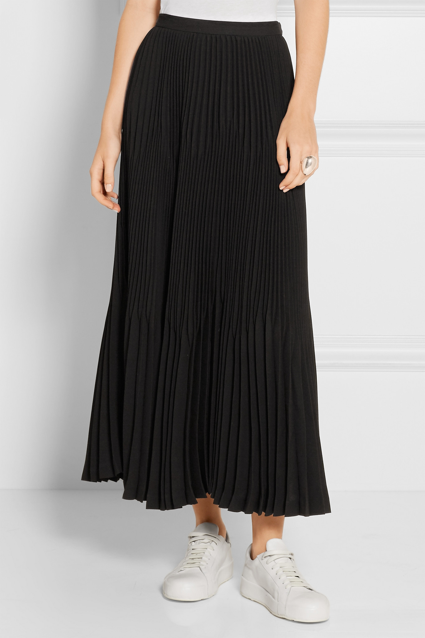 theory laire pleated crepe midi skirt in black lyst