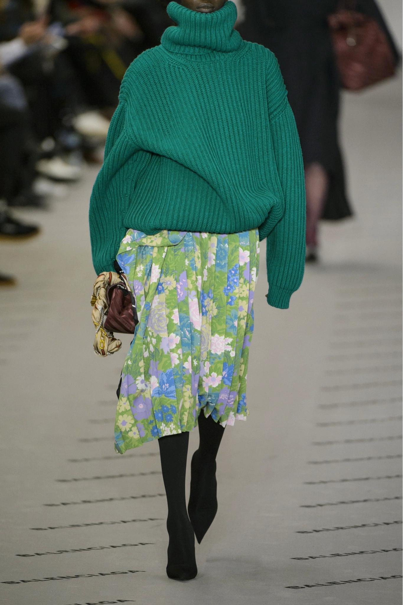 6178b205ba Balenciaga Oversized Ribbed Wool Turtleneck Sweater in Green - Lyst