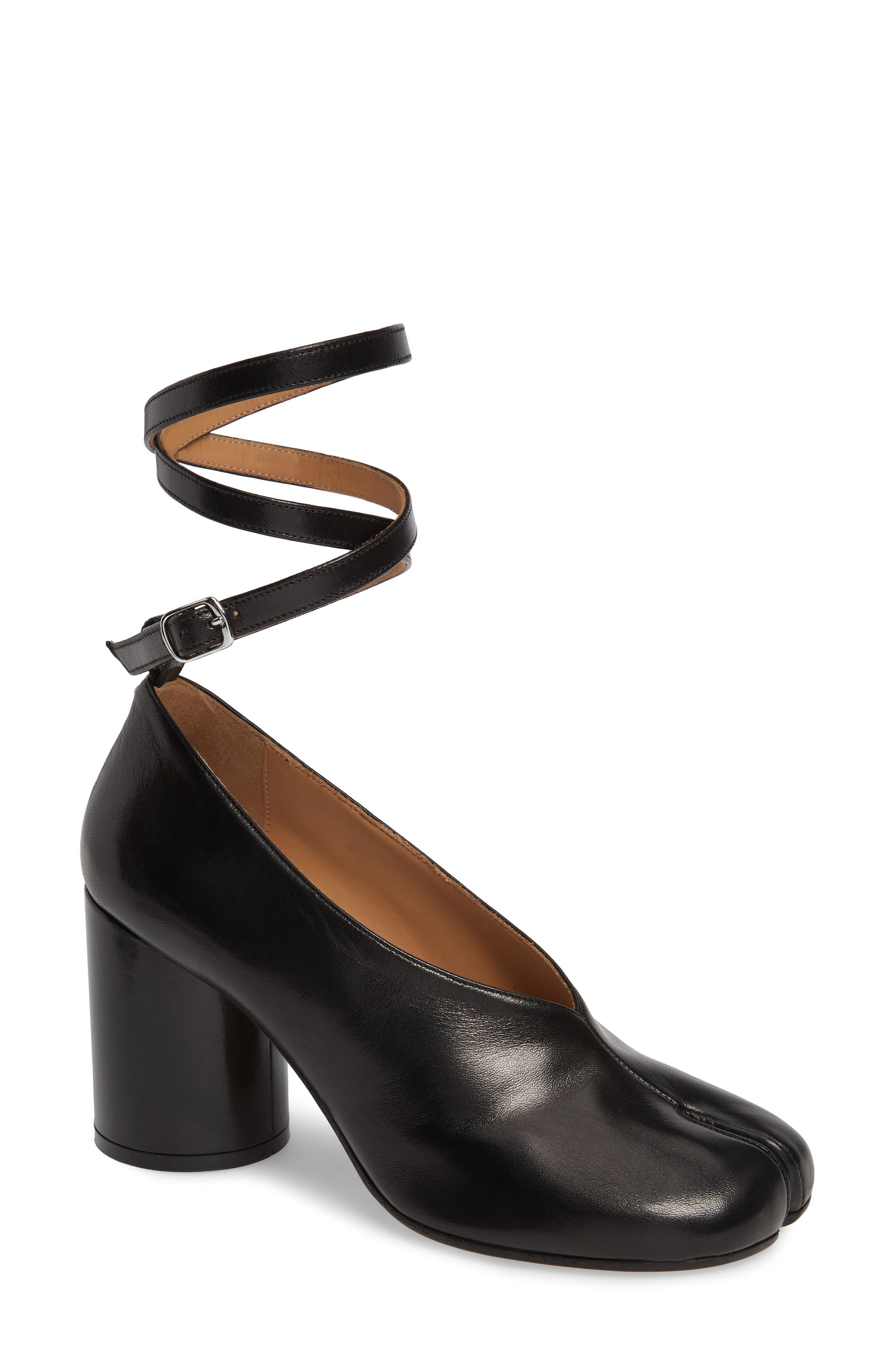 05956c36f7e2 Lyst - Maison Margiela Tabi Ankle Strap Pump in Black