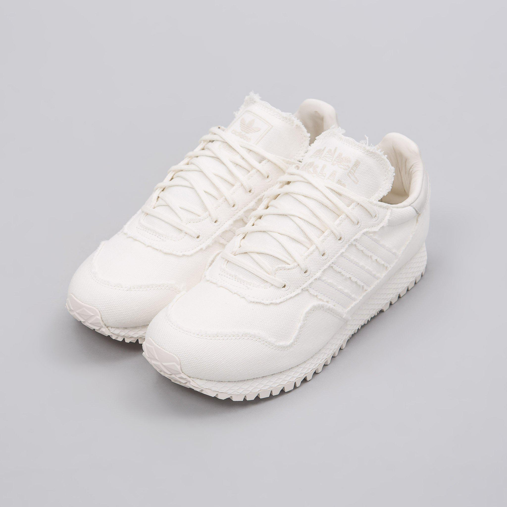 detailed look ce83d e7432 adidas Originals X Daniel Arsham New York Past In Core White in ...