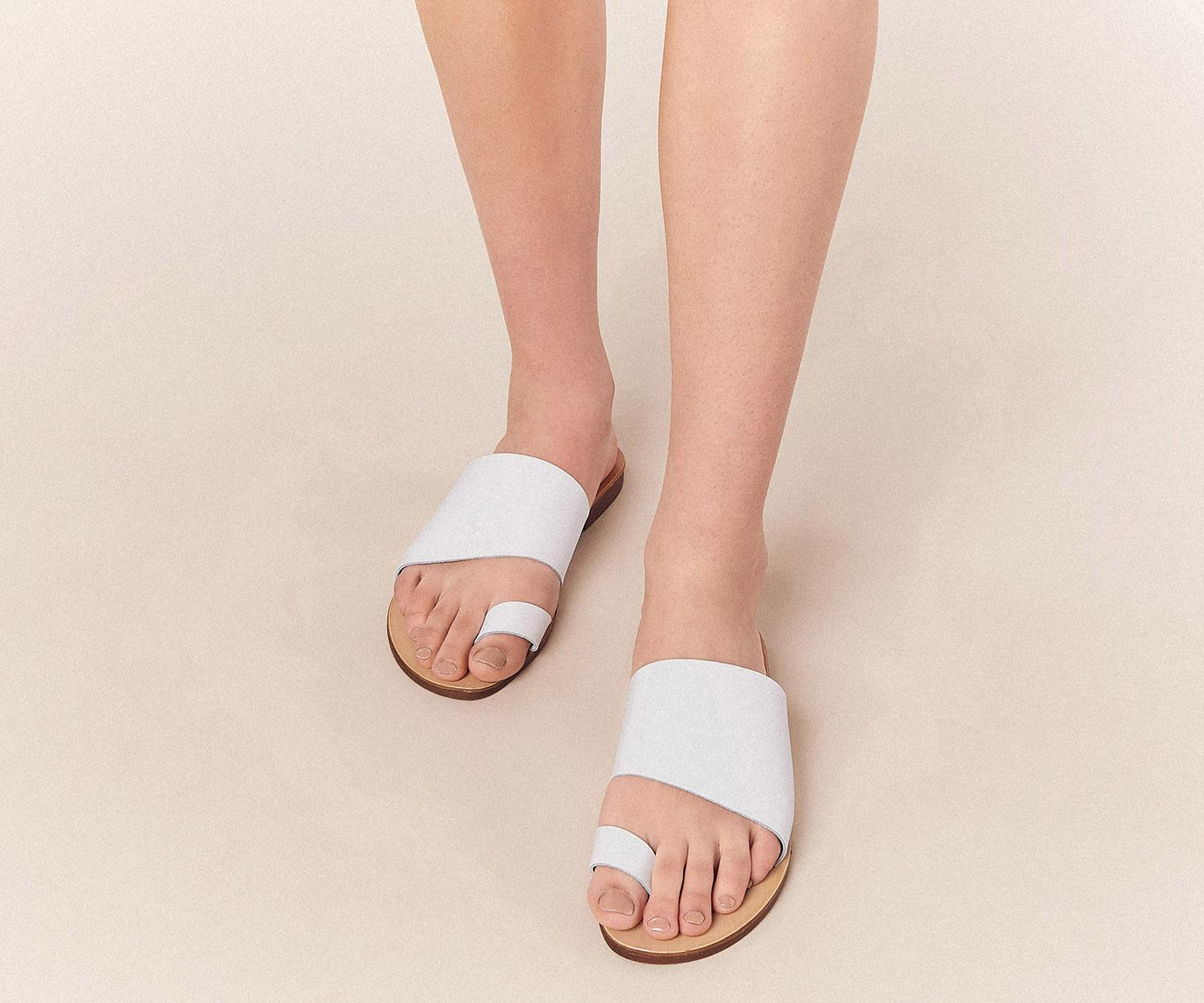 bba2db2c73bb76 Oasis Leather Toe Strap Slider in White - Lyst