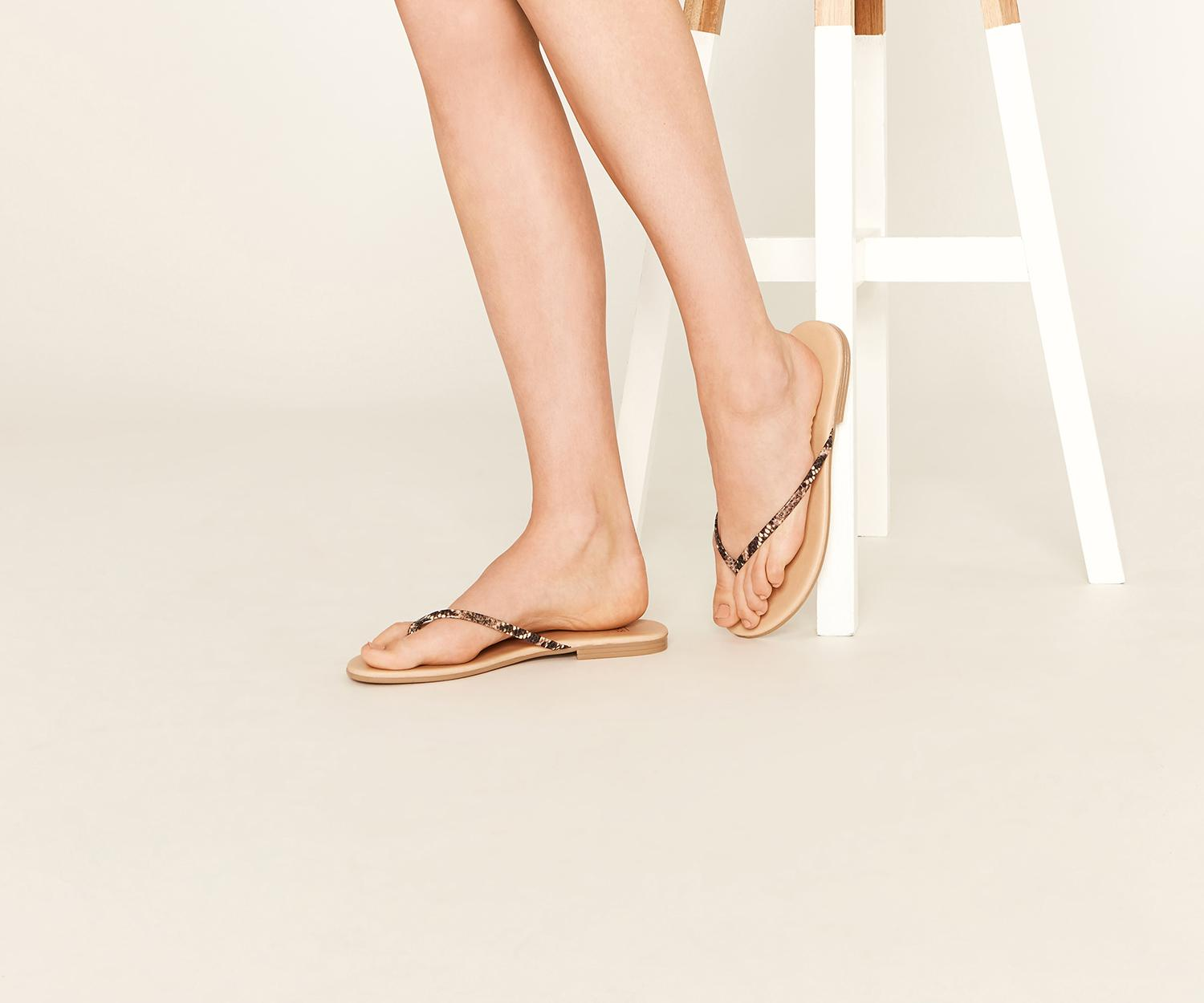 3f00a9ac2622 Oasis Snake Toe Post - Lyst