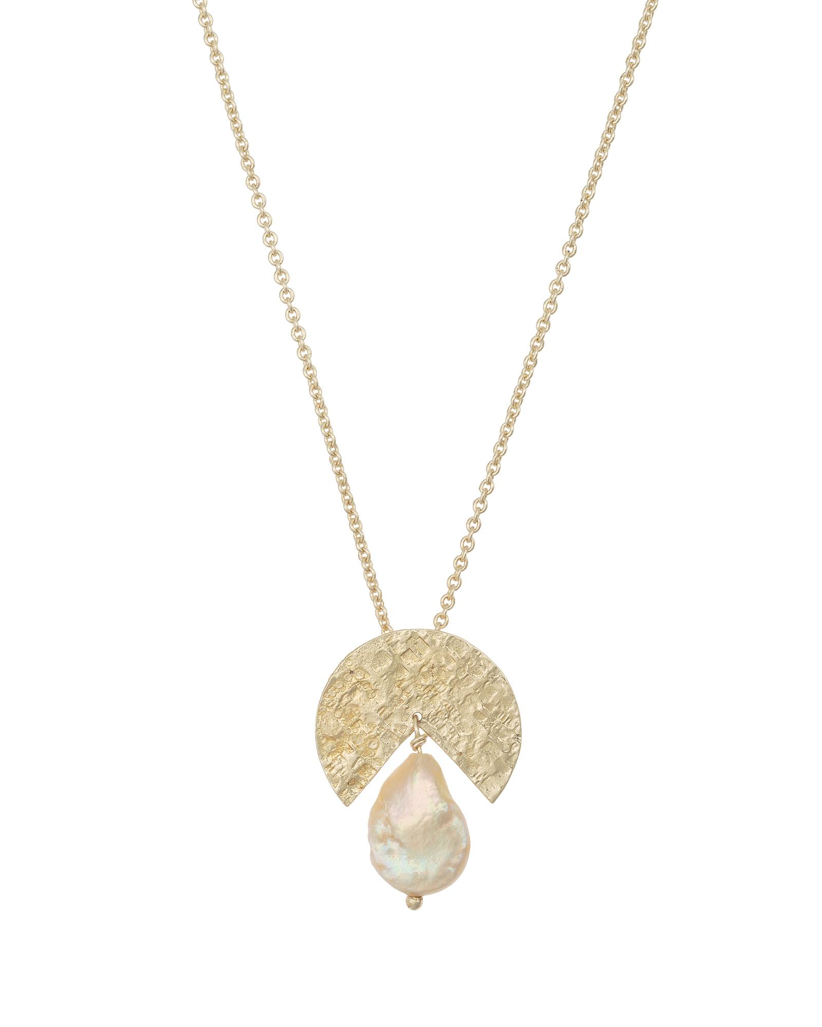 70b69f007e129 Lyst - Oliver Bonas Bodee Textured Disk & Pearl Gold Plated Necklace ...