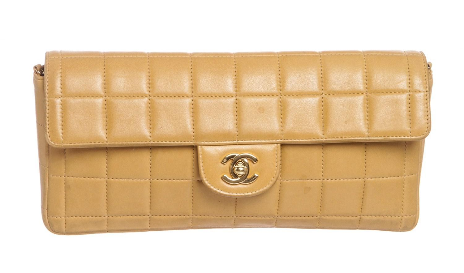 a9bbe4451446 Chanel Beige Lambskin Chocolate Bar East West Flap Bag in Natural - Lyst