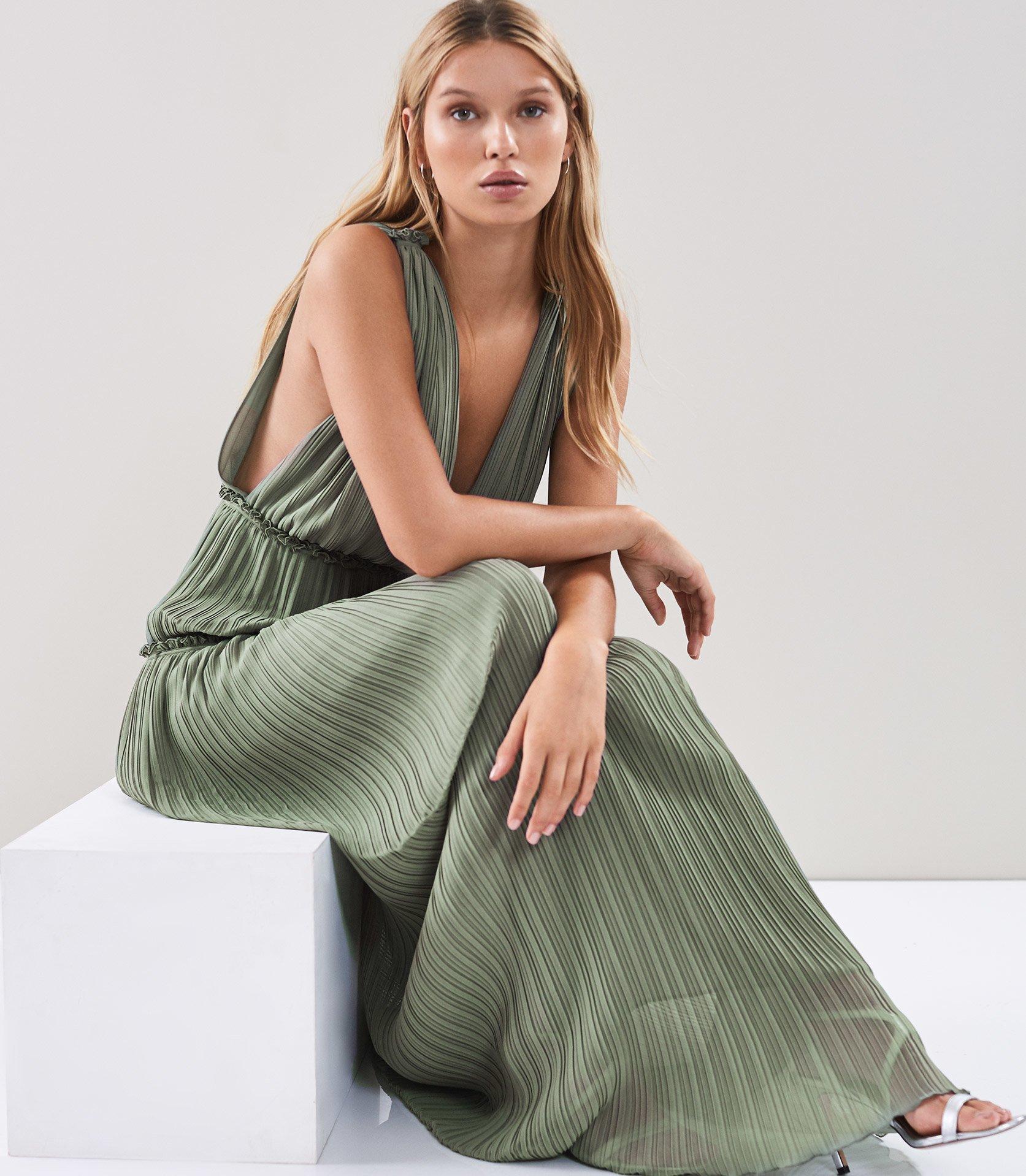 2e3872ea327 Reiss Gigi - Pleated Maxi Dress in Green - Lyst