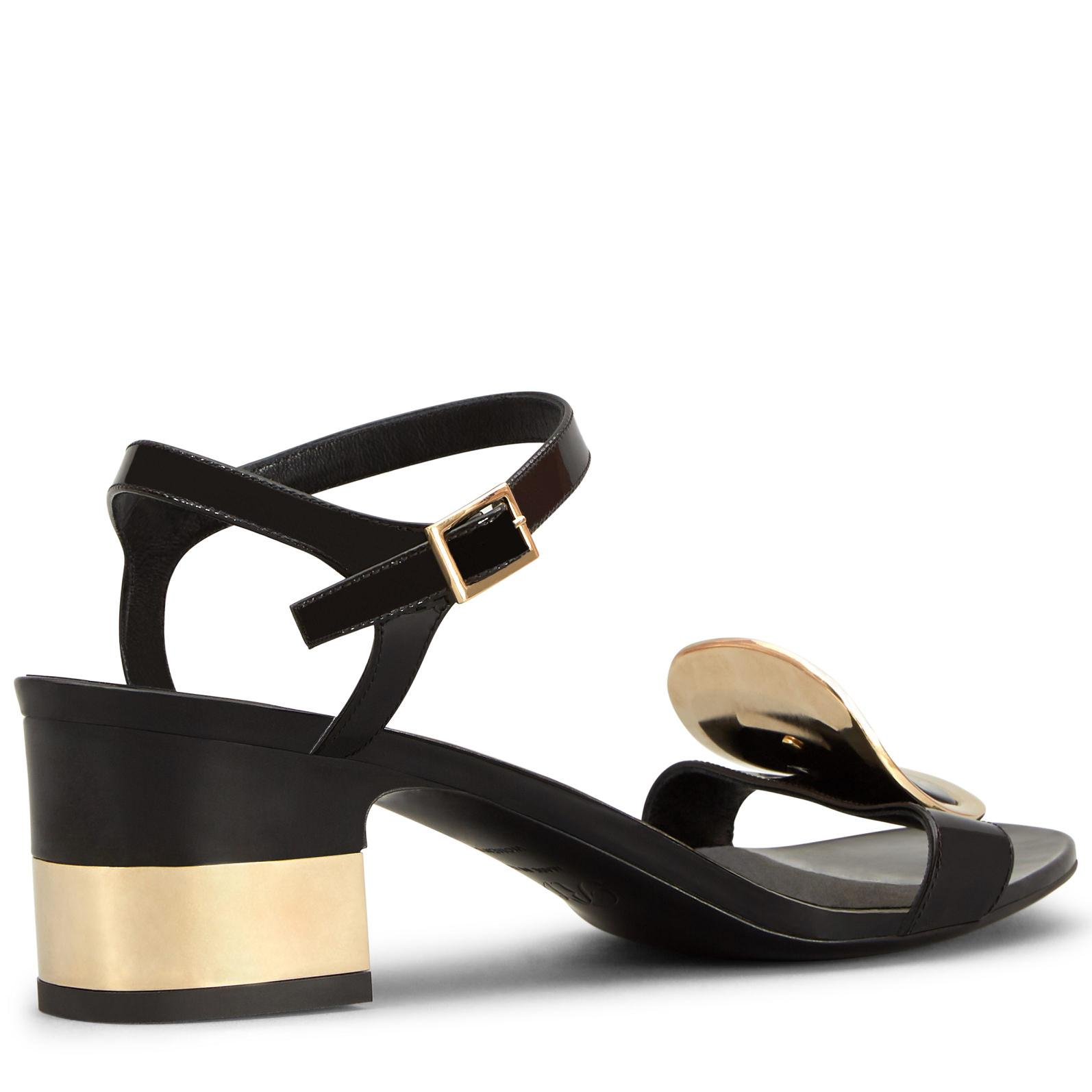 Roger Vivier Podium Chips West Buckle Sandals QTzuoELA