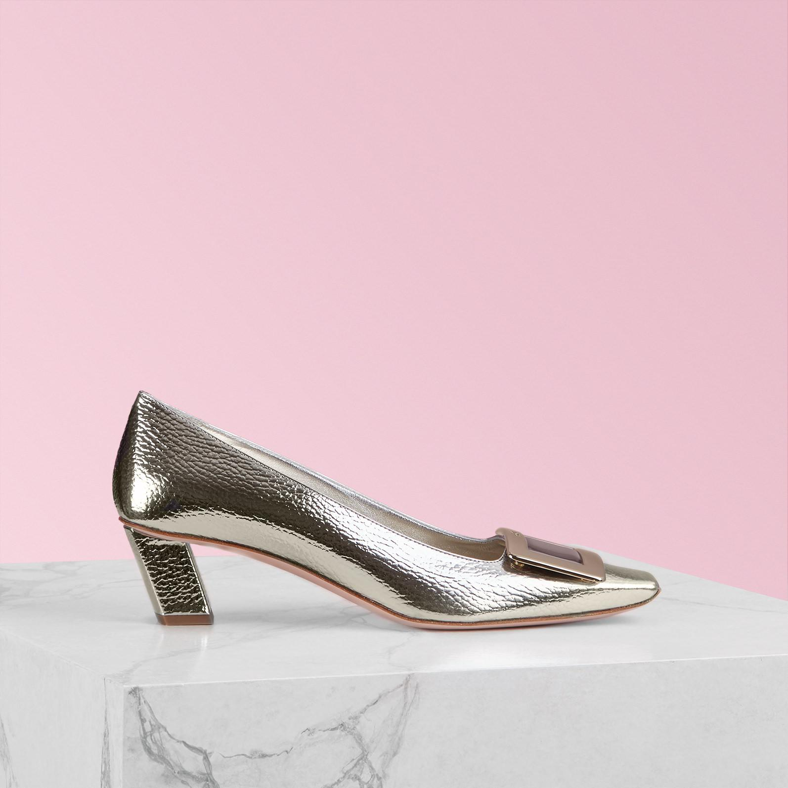 beb5fe79955 Roger Vivier Belle Vivier Metal Buckle Pumps in Metallic - Lyst
