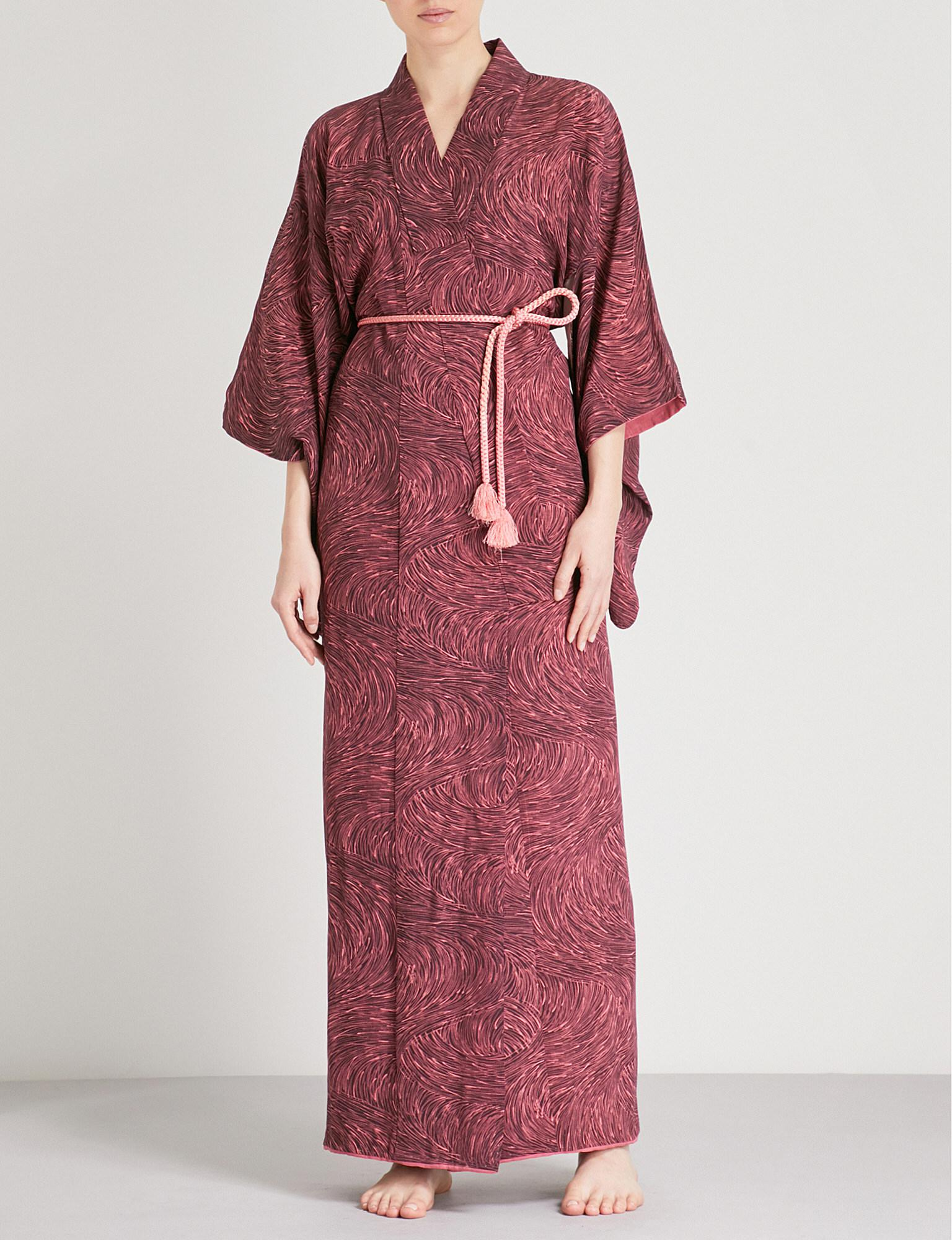 Kisshoten Pink Fields-print Silk Kimono Robe in Pink - Lyst c03695b0d