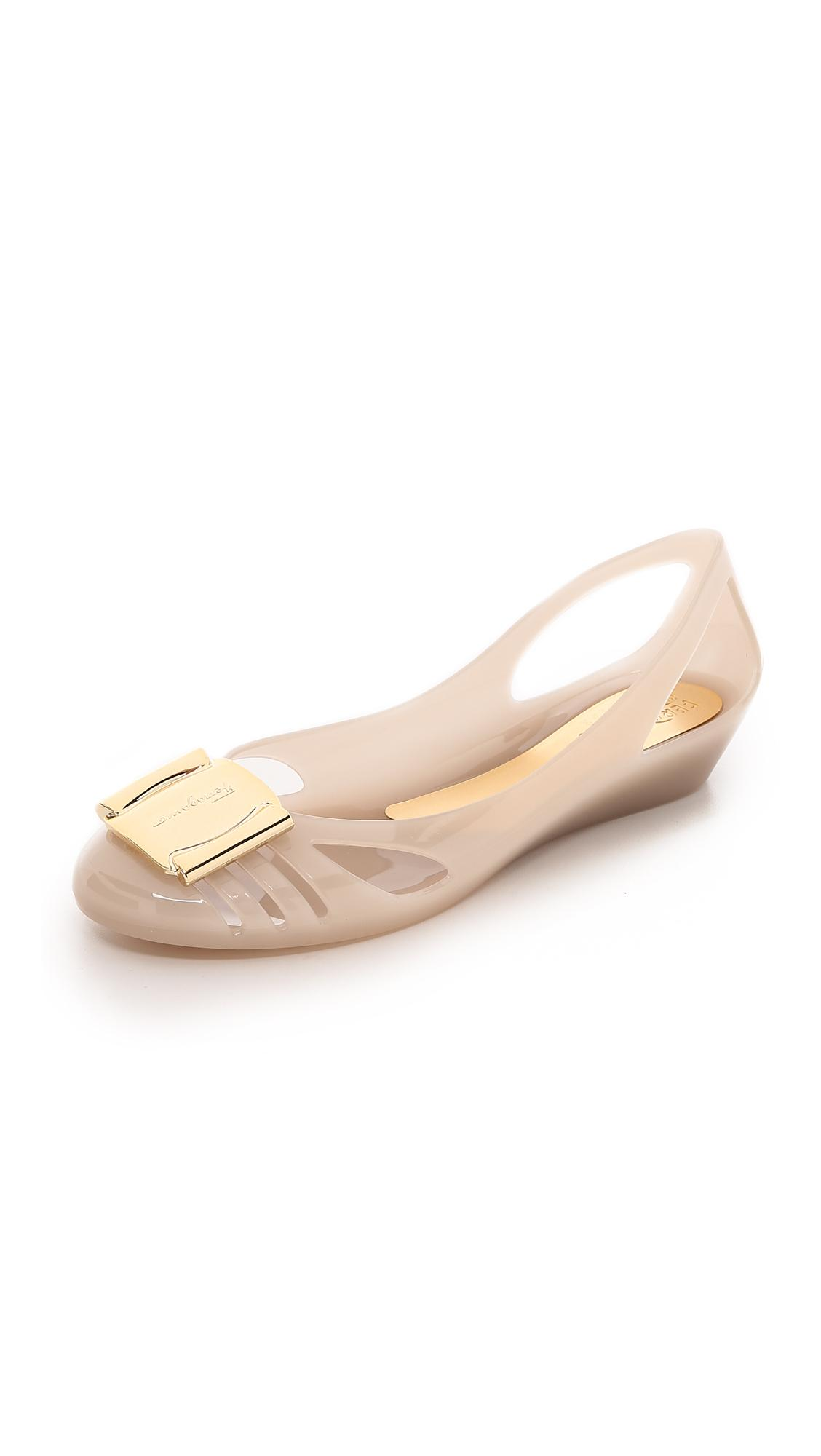 Flat Shoes With A Natural Fit
