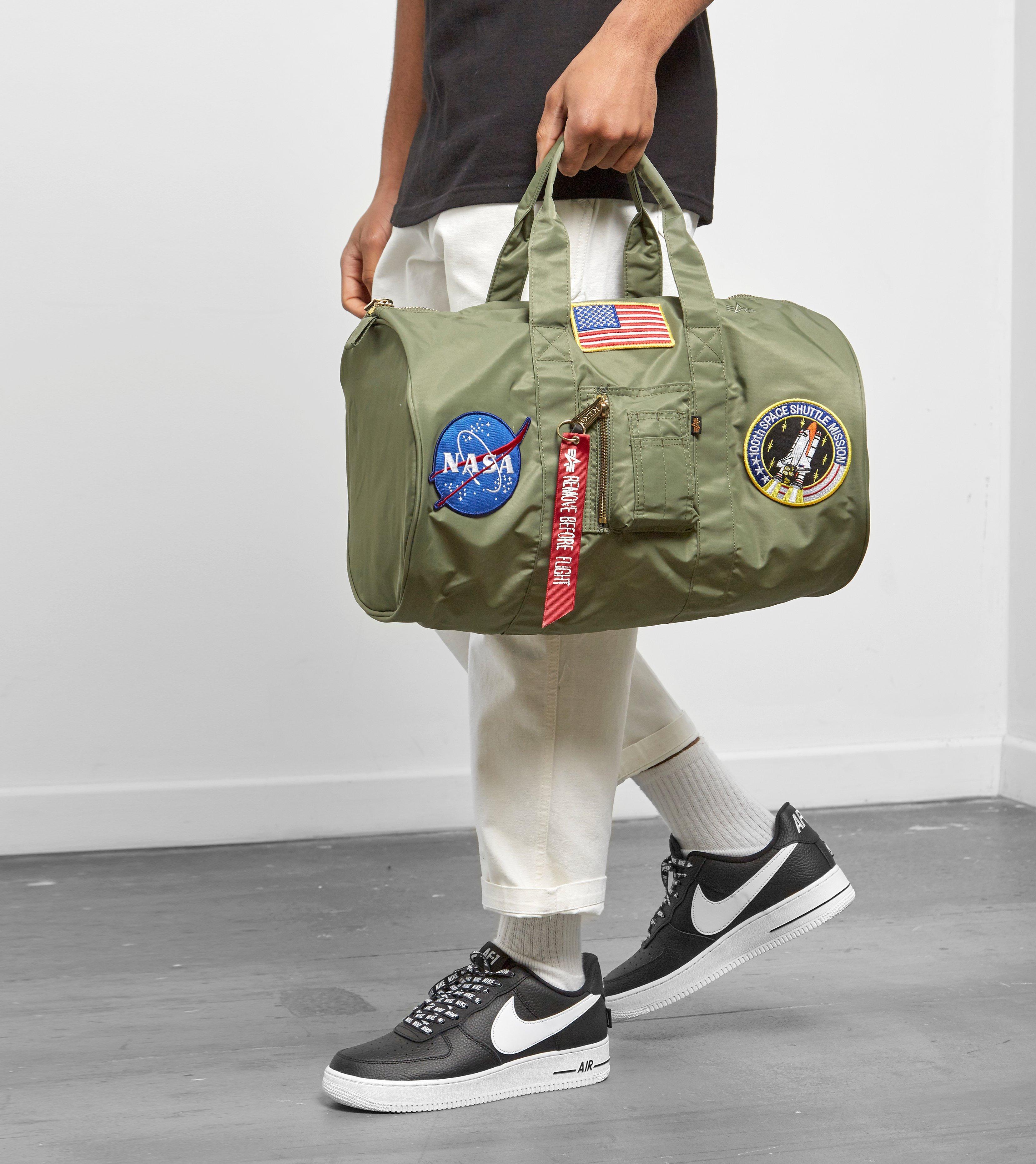 0cd8d6274e Lyst - Alpha Industries Nasa Cruiser Bag in Green for Men