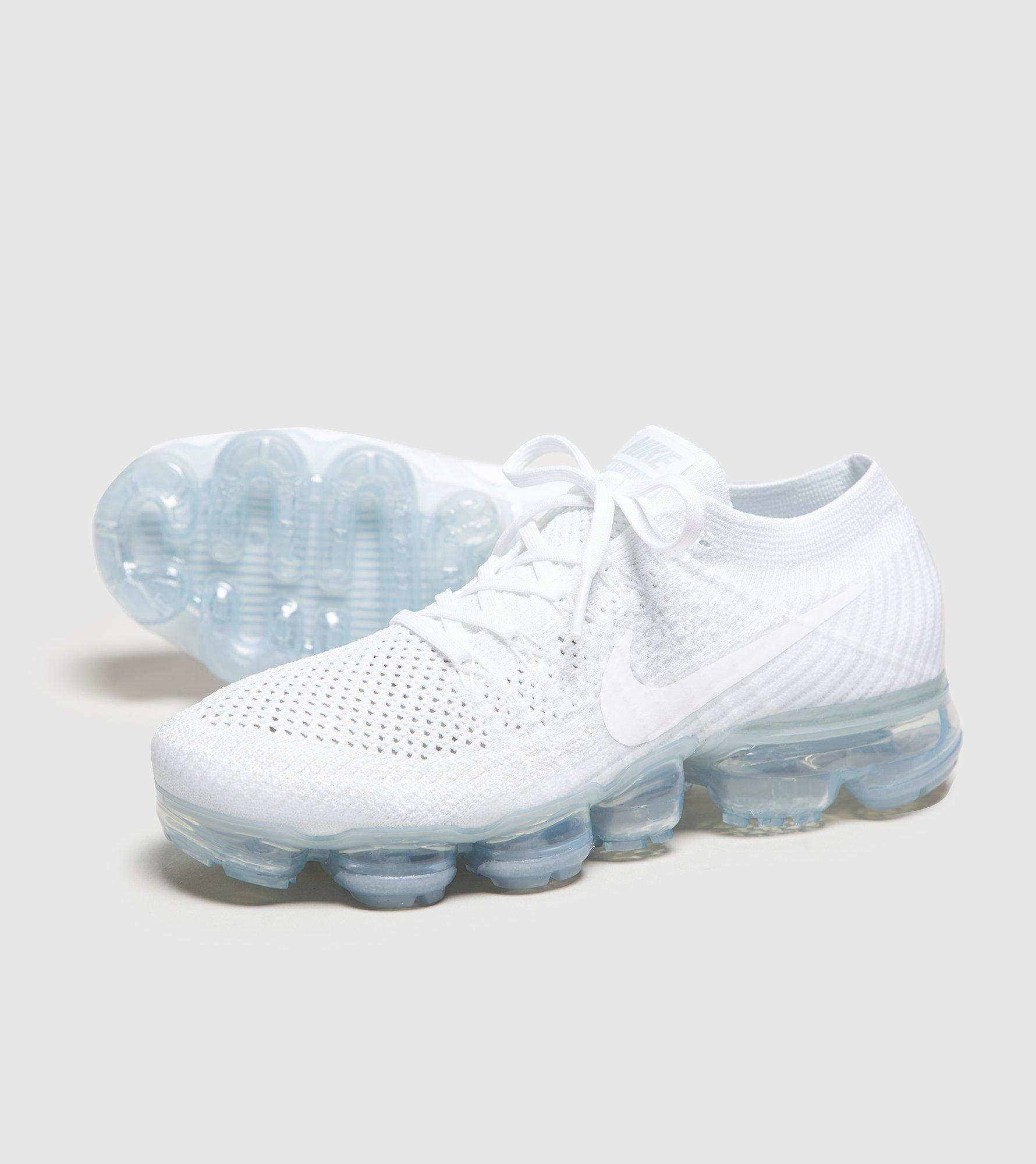 c69aa0b598c00 Gallery. Previously sold at  Size · Women s Nike Flyknit