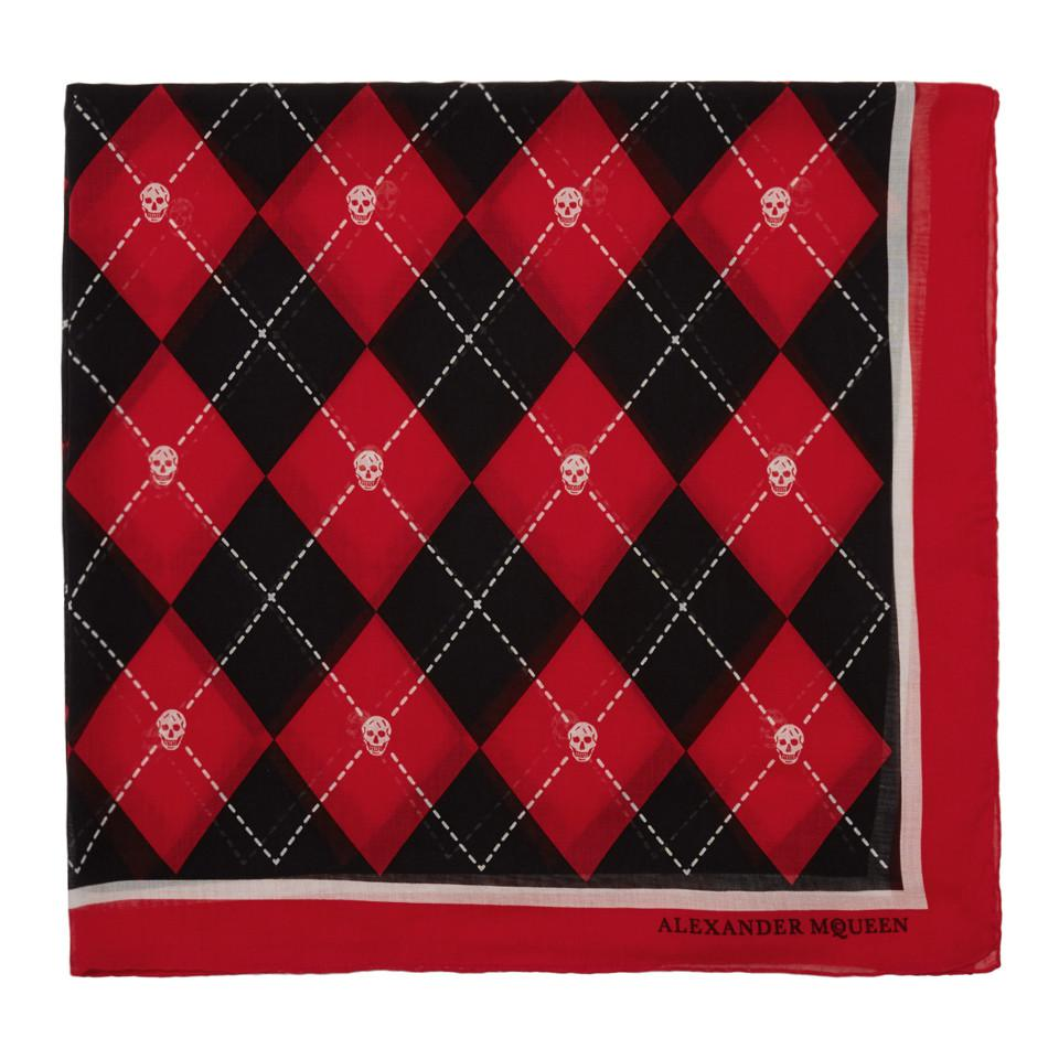 7eeedddb6385 Lyst - Foulard a motif argyle rouge et noir Alexander Mcqueen pour ...