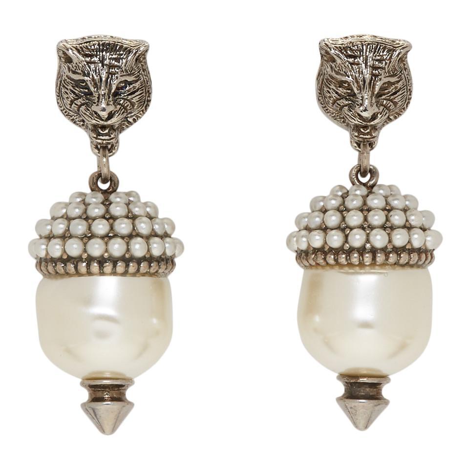 78d11c3b256 Gucci Silver Feline Pearl Earrings in Metallic - Lyst