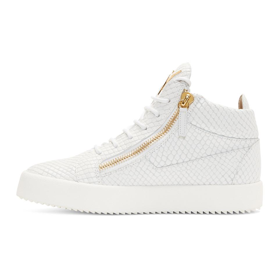 Lyst - Baskets montantes embossees facon serpent blanches May London ... fc5f6426608e