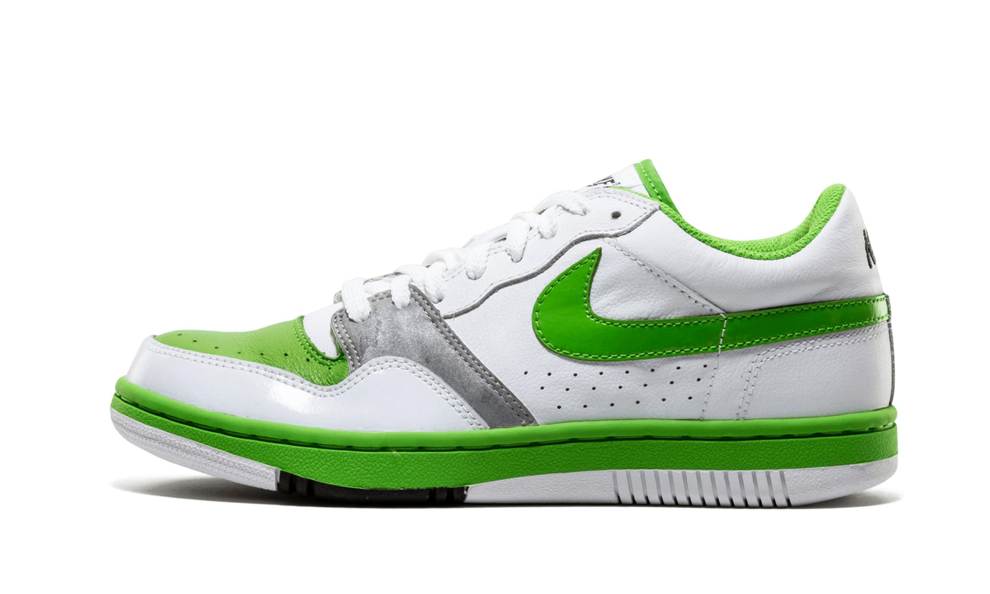 outlet store e1871 f8817 Nike. Men s White Court Force Low