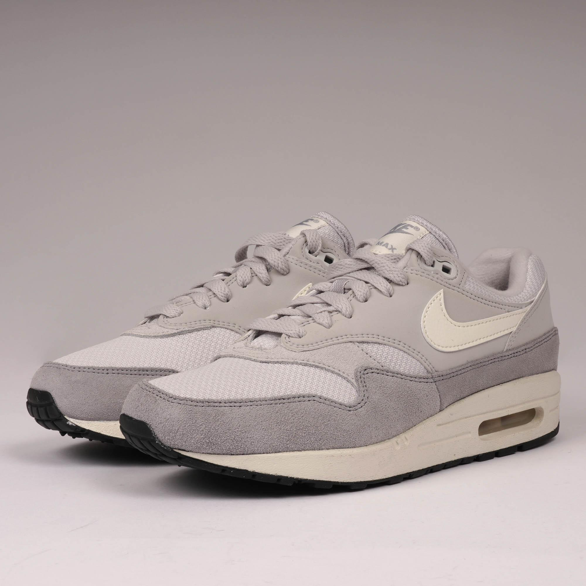 huge discount 07a91 19d41 Nike Air Max 1 - Vast Grey, Sail   Wolf Grey in Gray for Men - Lyst