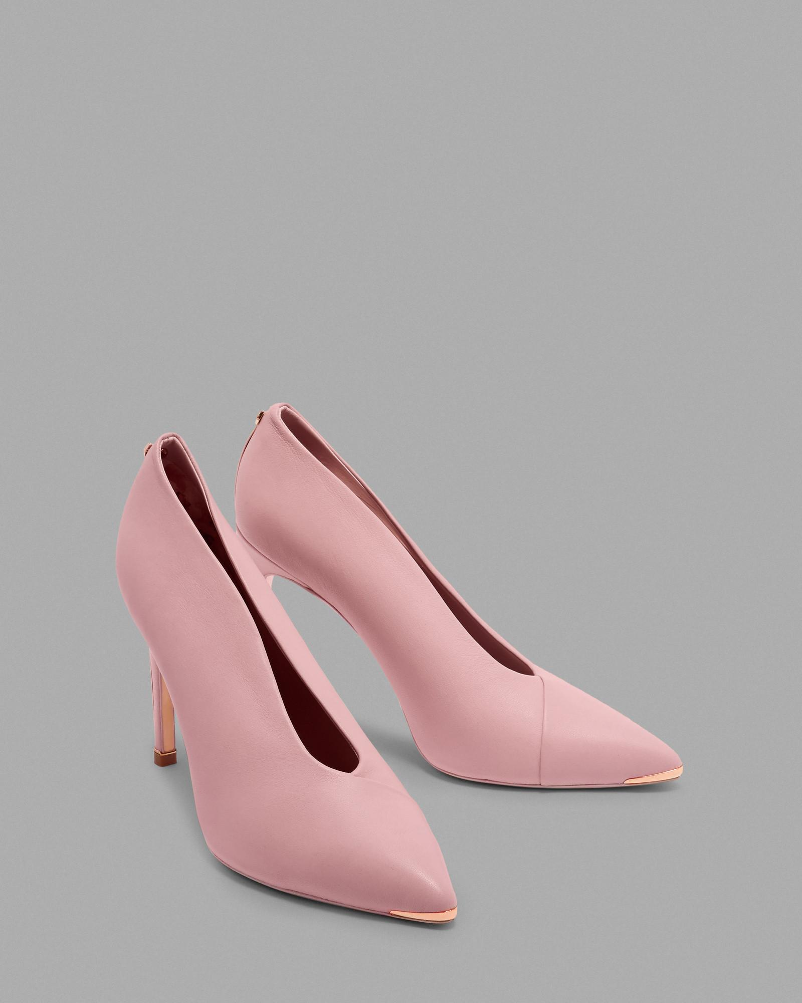 d1bb71aeefd Ted Baker Bow Heel High Vamp Courts in Pink - Lyst