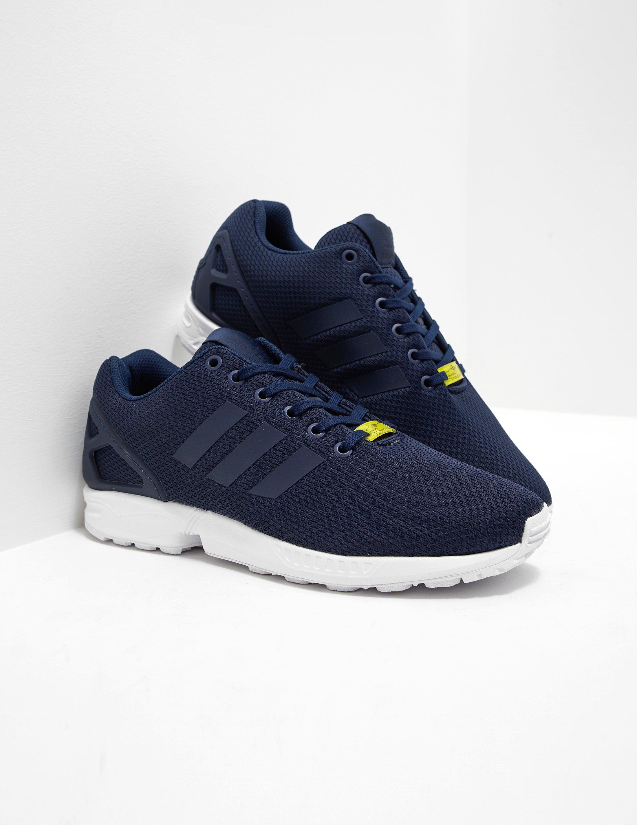 lyst adidas originali mens zx flusso blu navy in blu per gli uomini.