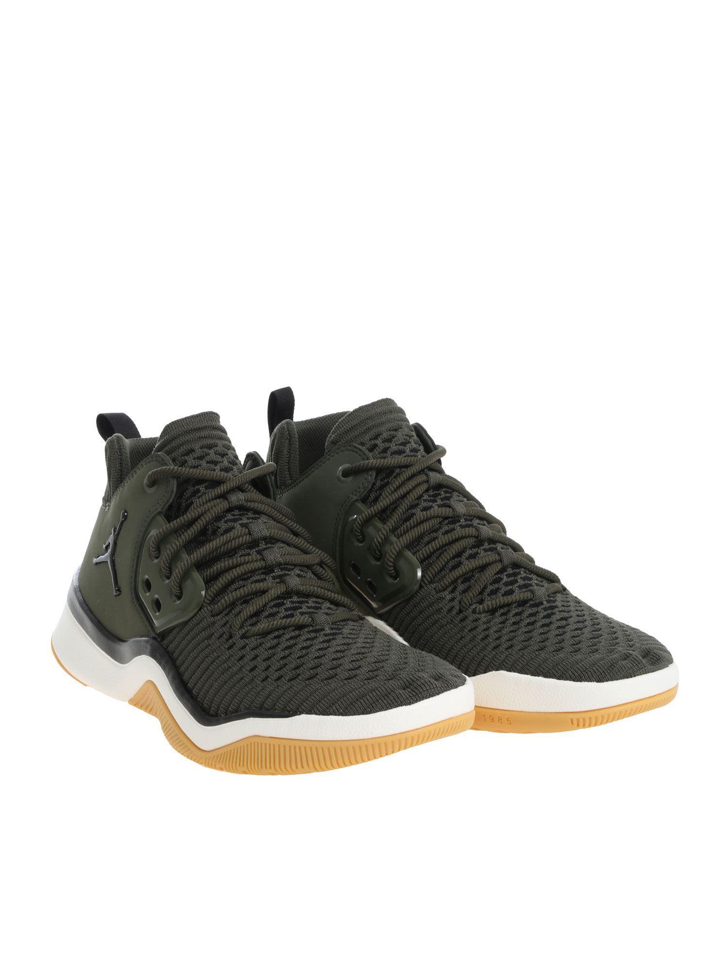 ebcb25bbf10289 Nike -
