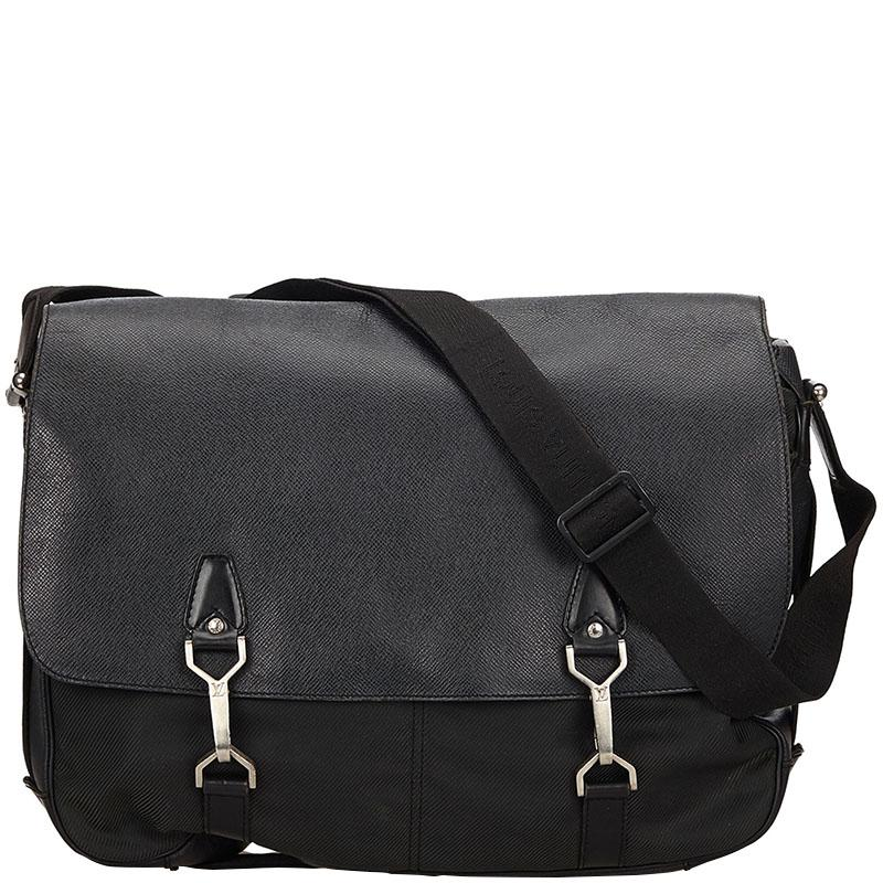 8db71d01d00b Louis Vuitton Taiga Leather Dersou Messenger Bag in Black for Men - Lyst
