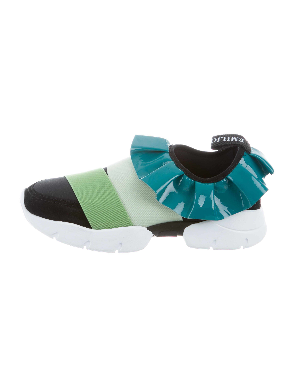 Emilio Pucci. Women's Black 2017 Ruffled Slip-on Sneakers