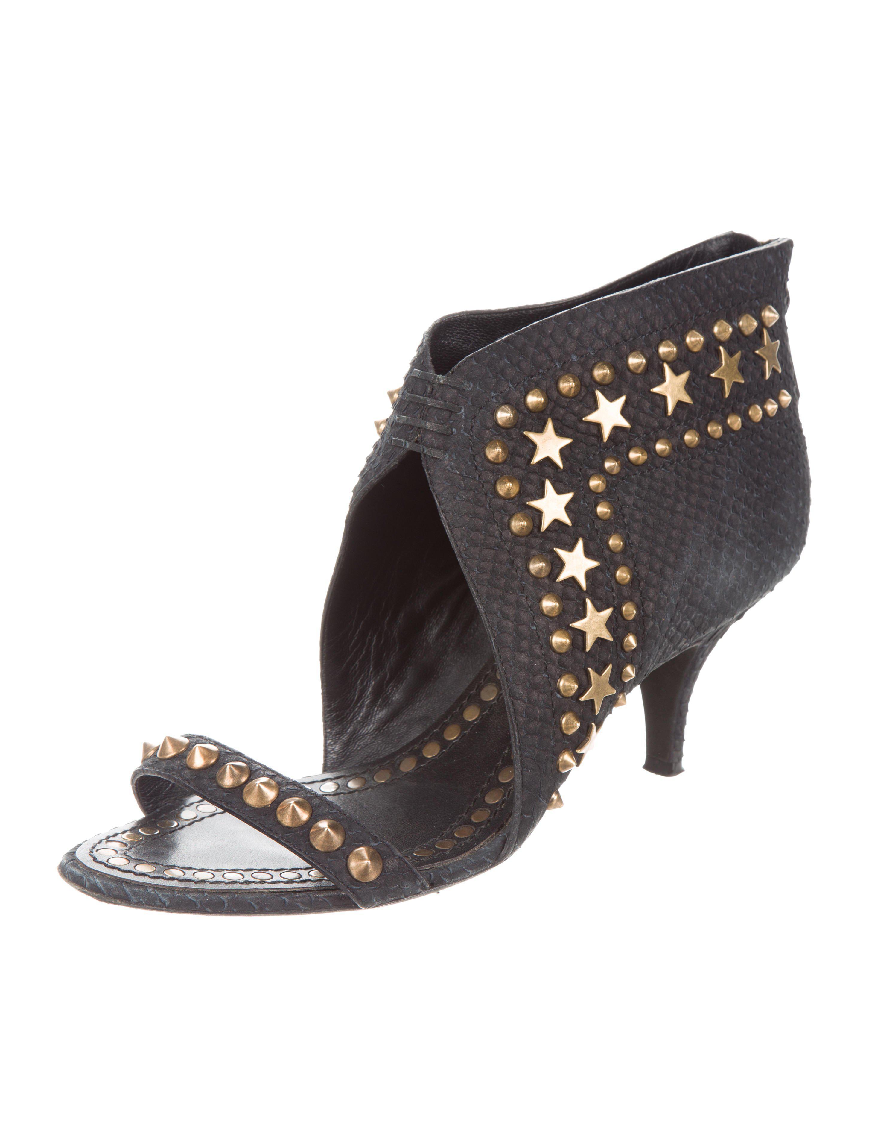947080b23 Lyst - Givenchy Star Stud Embellished Sandals Black in Metallic