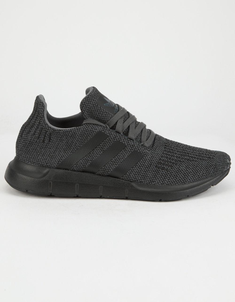 lyst adidas swift run scarpe in grigio per gli uomini.