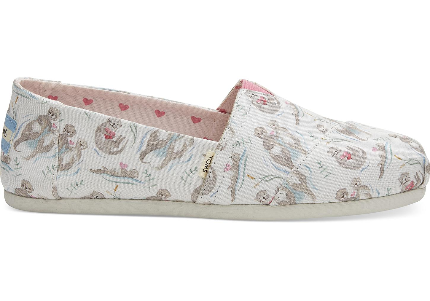 414651db782 Lyst - TOMS Love Otters Canvas Women s Classics