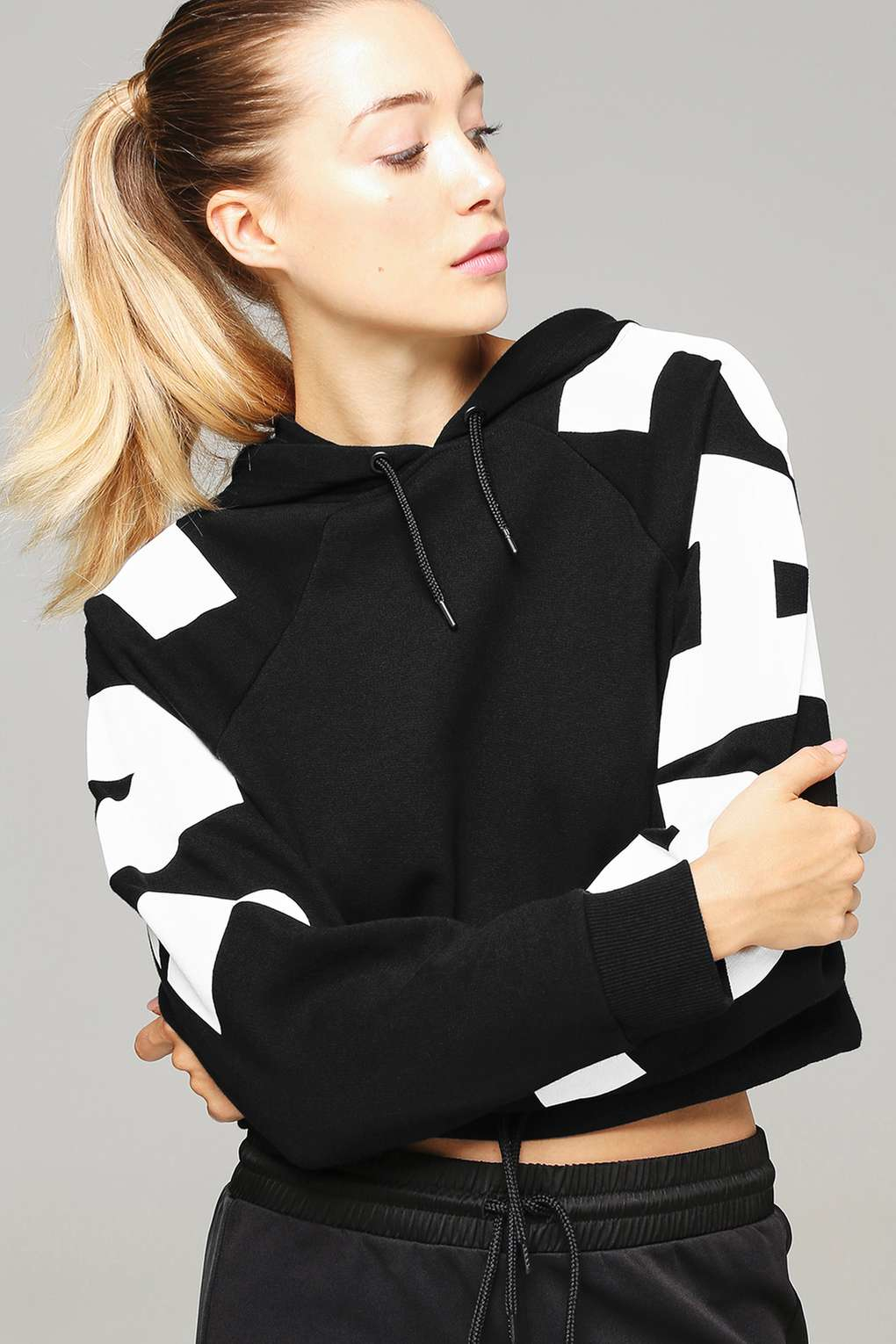 topshop logo sleeve cropped hoodie by ivy park in black lyst. Black Bedroom Furniture Sets. Home Design Ideas