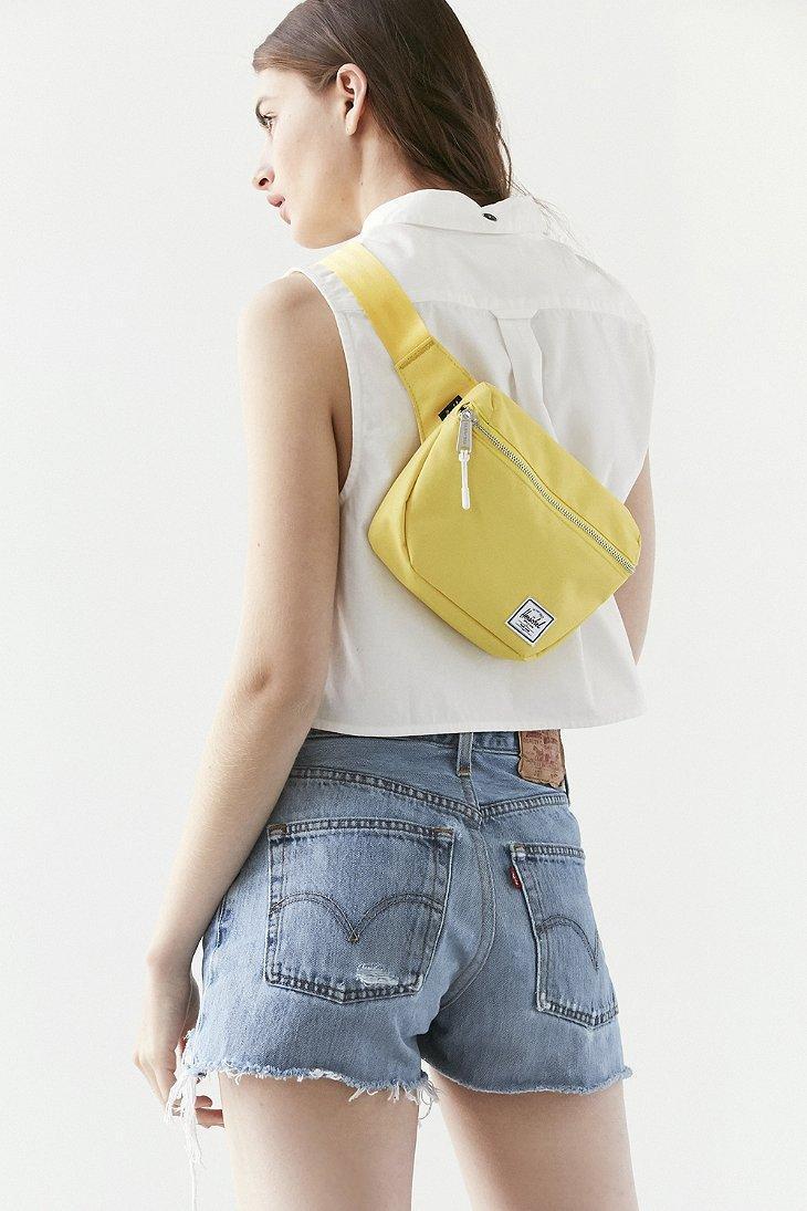 e8a6e4005e8b Lyst - Herschel Supply Co. X Uo Fifteen Belt Bag in Yellow