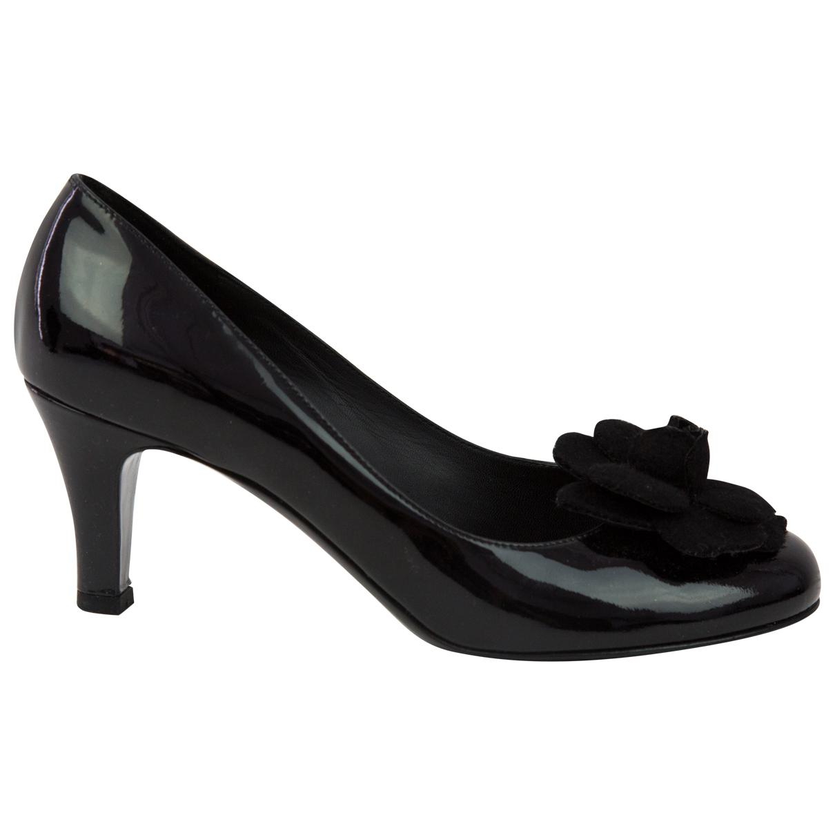Pre-owned - PATENT LEATHER COURT SHOES Chanel Q1e2kk