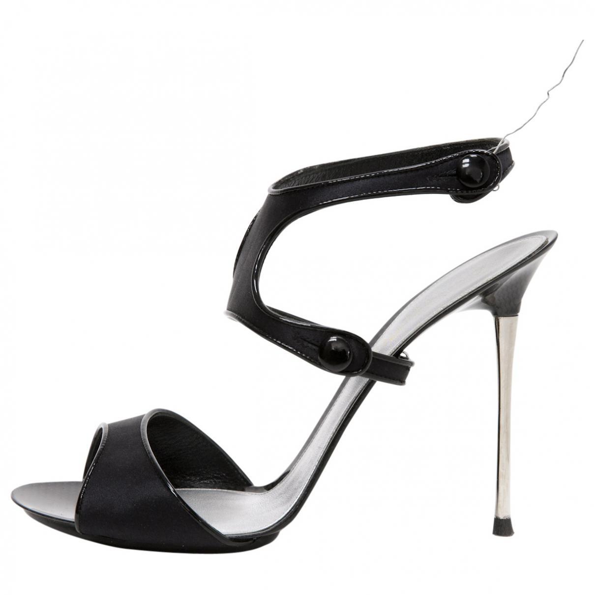 Pre-owned - Black Cloth Sandals Gianvito Rossi DfE2l