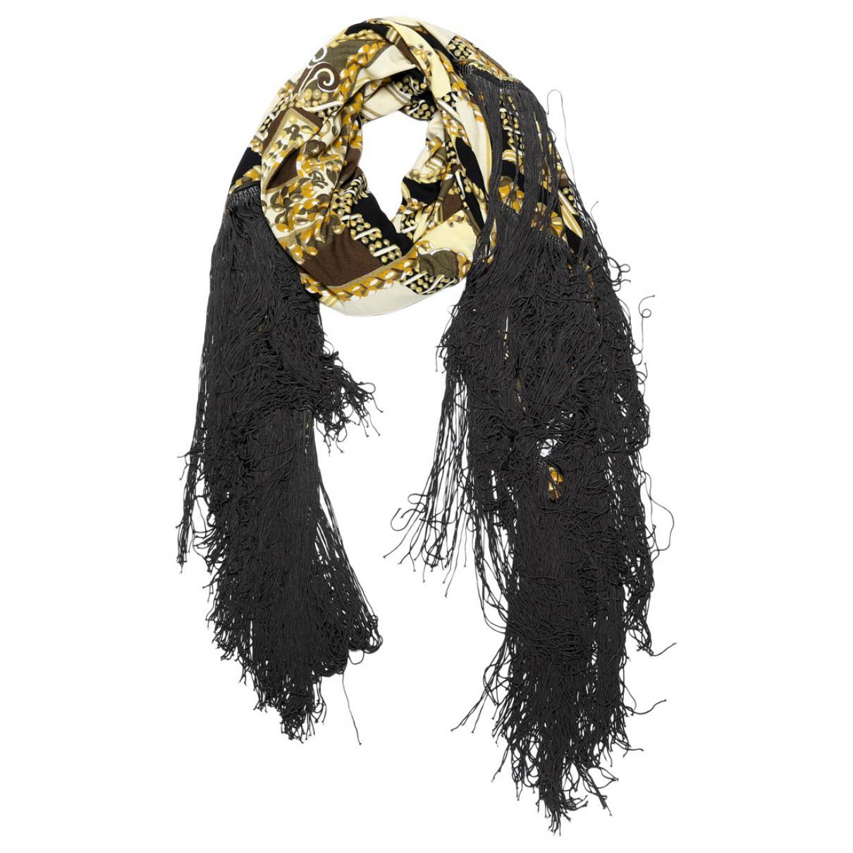 d78749cc2de9 Lyst - Foulard en soie Hermès en coloris Noir