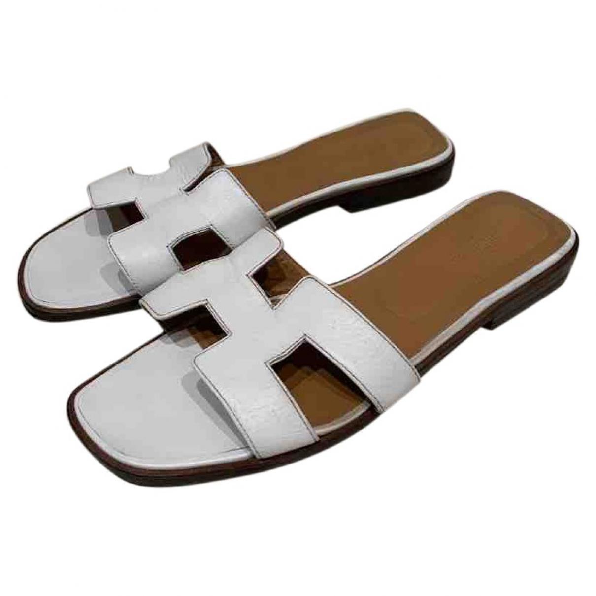 6ebd5eeef806 Hermès Oran White Leather Sandals in White - Lyst