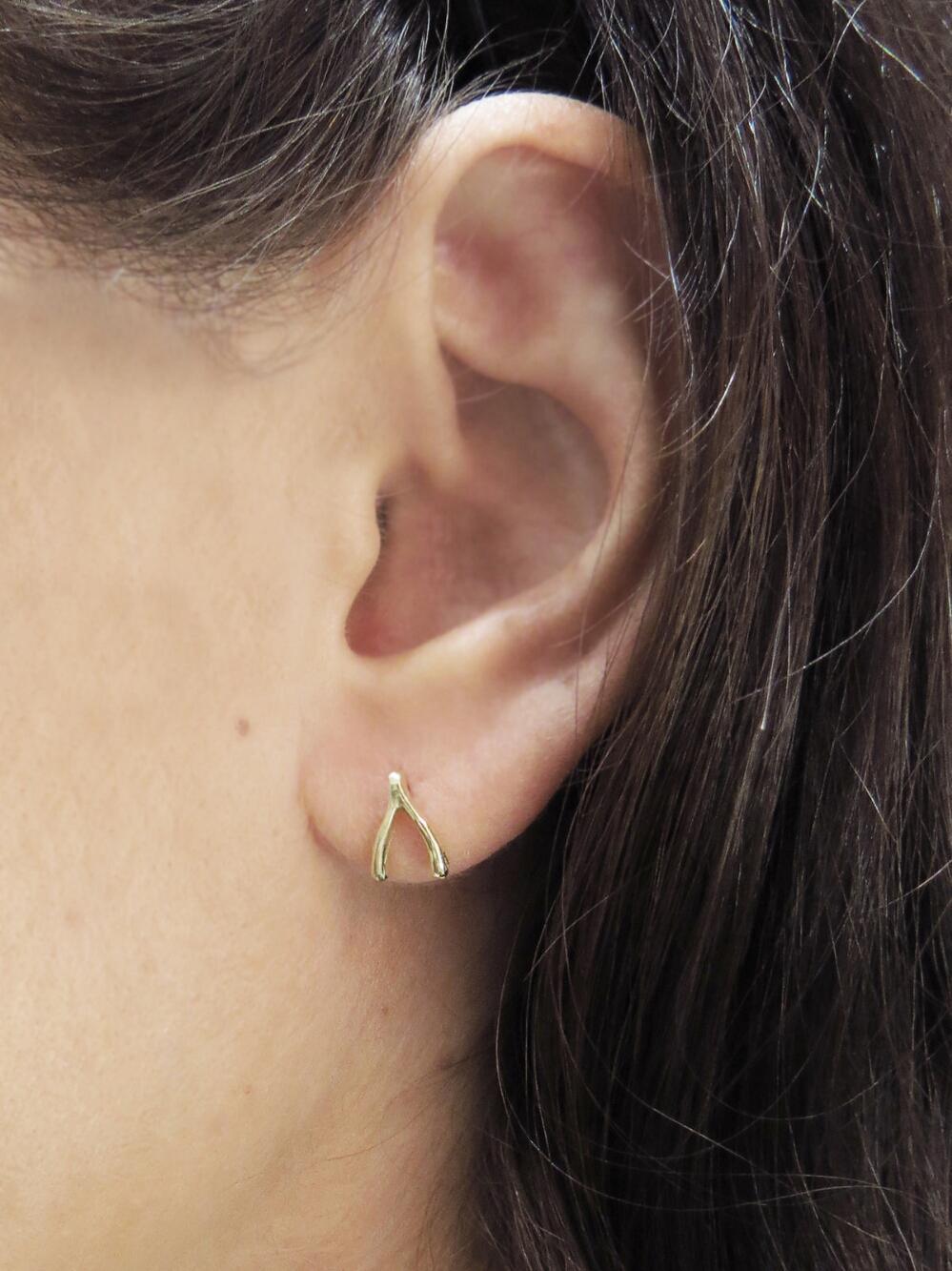 Jennifer Meyer Metallic Wishbone Stud Earrings Lyst View Fullscreen