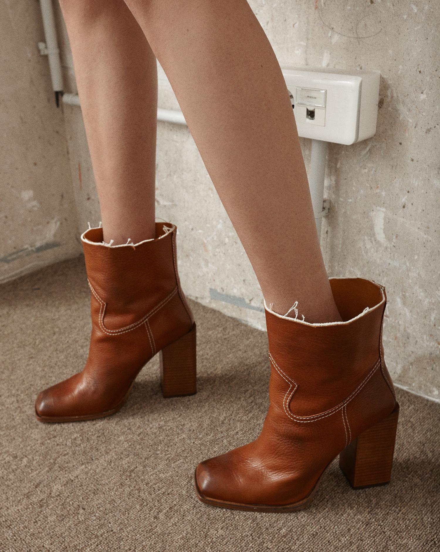 Limited Edition Online Buy Cheap Choice Saint Laurent Jodie square-toe leather ankle boots kt3UM5x4H
